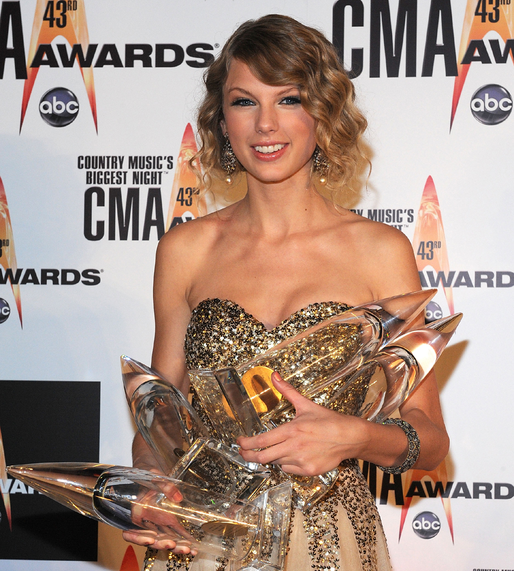 Taylor Swift On Her Big Cma Awards Night It Felt Like A Dream Access Online