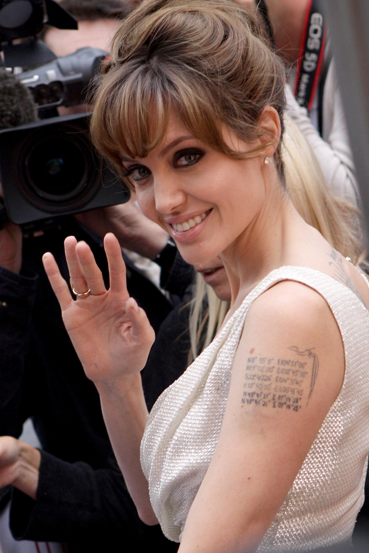 Angelina Jolie Sexy Pics angelina jolie's sexy & stylish 'salt' world tour