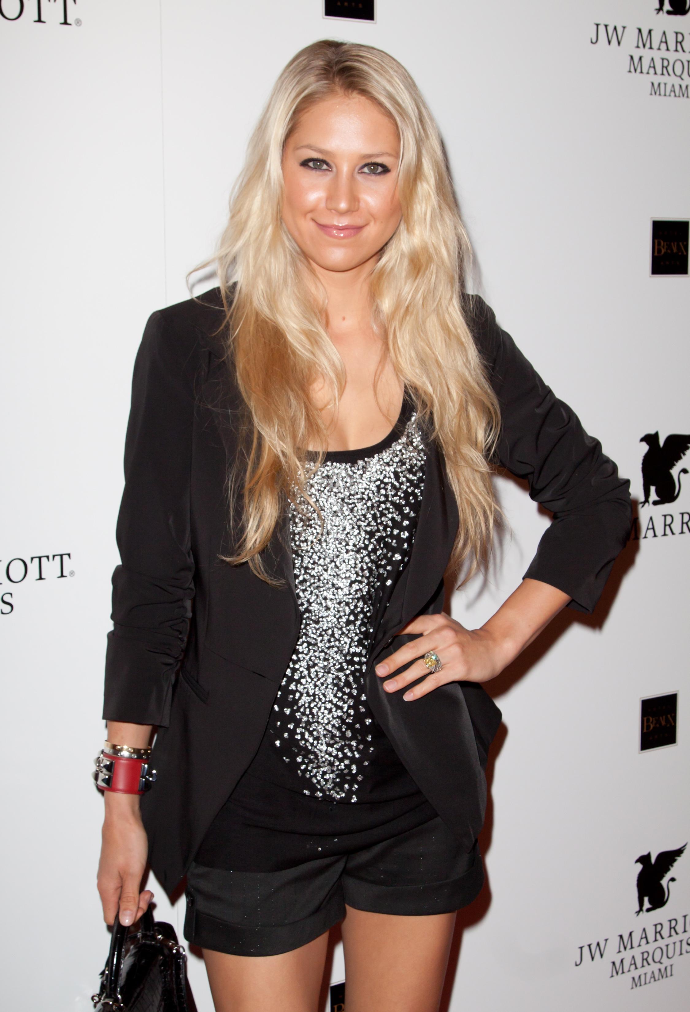 c1ffcf3dba9e Confirmed: Tennis Star Anna Kournikova Joining 'The Biggest Loser ...