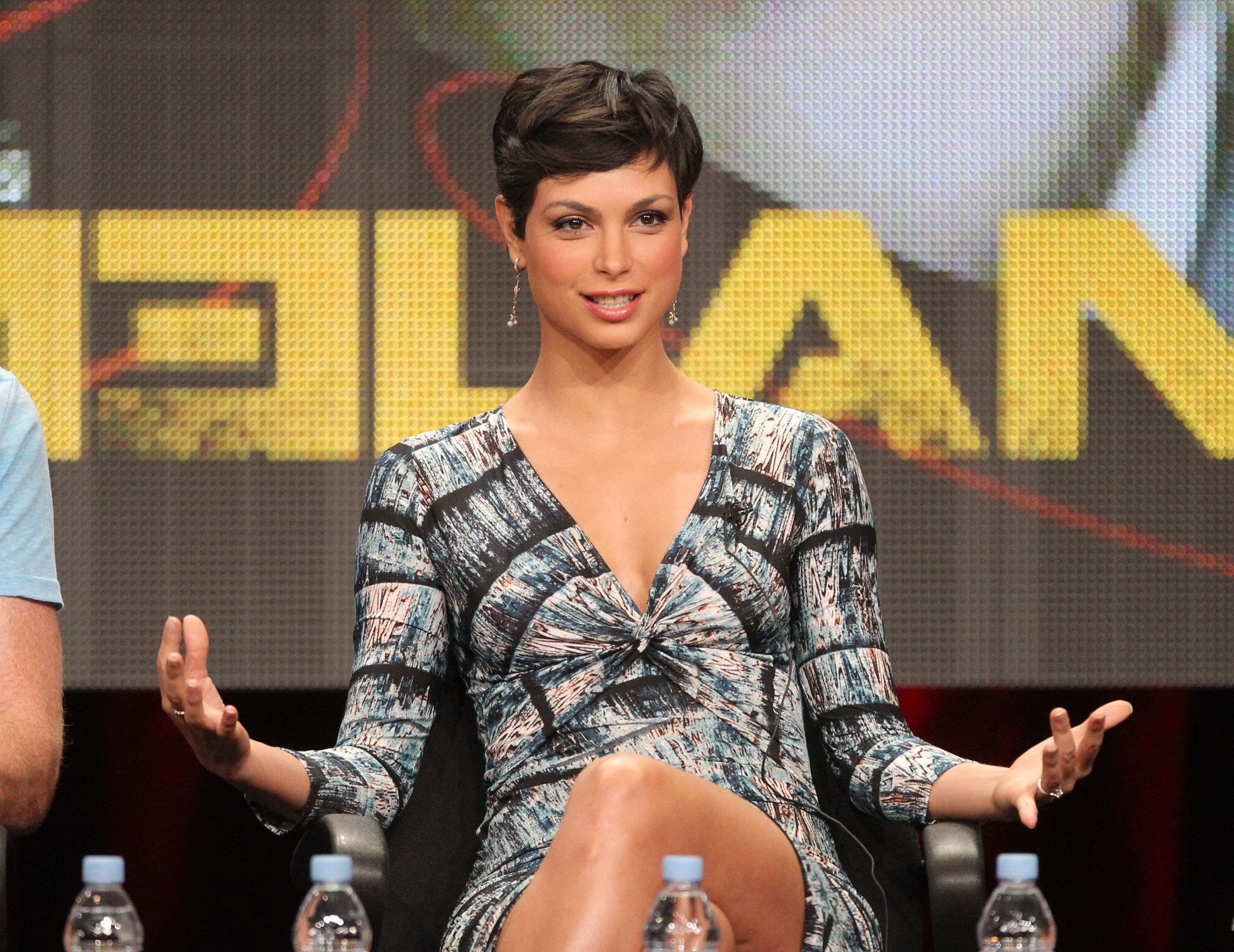 Morena Baccarin Leaving V Her Short Haircut Behind For Showtime Drama Homeland Access Online
