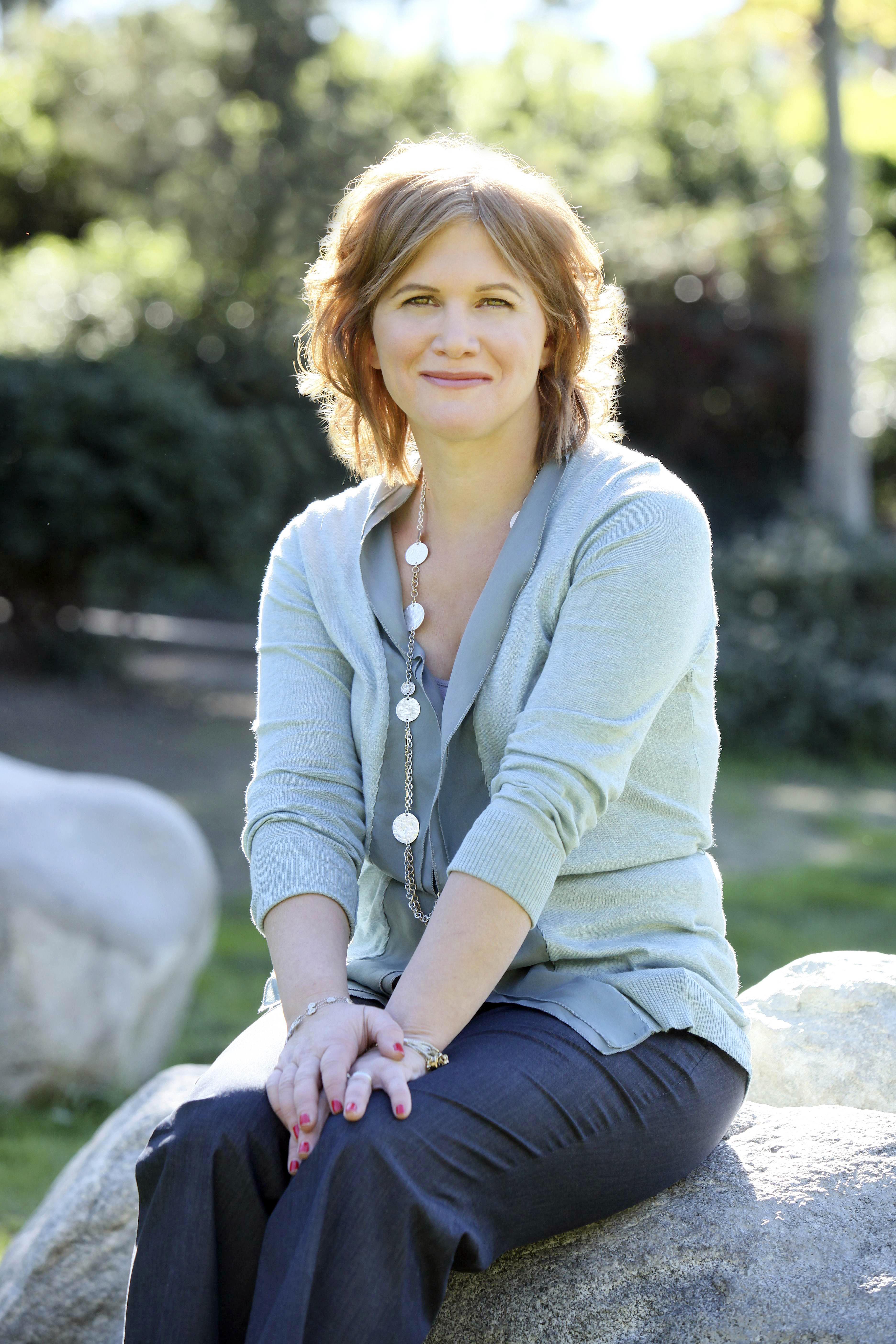 Süße Lesbe Tracy Gold zeigt uns Ihre Leidenschaft für die muschi