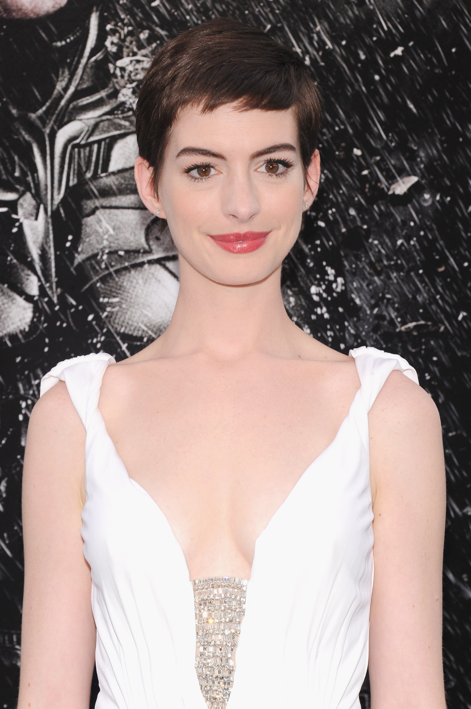 Anne Hathaway Wedding.Anne Hathaway To Donate Portion Of Wedding Photo Profits To Support