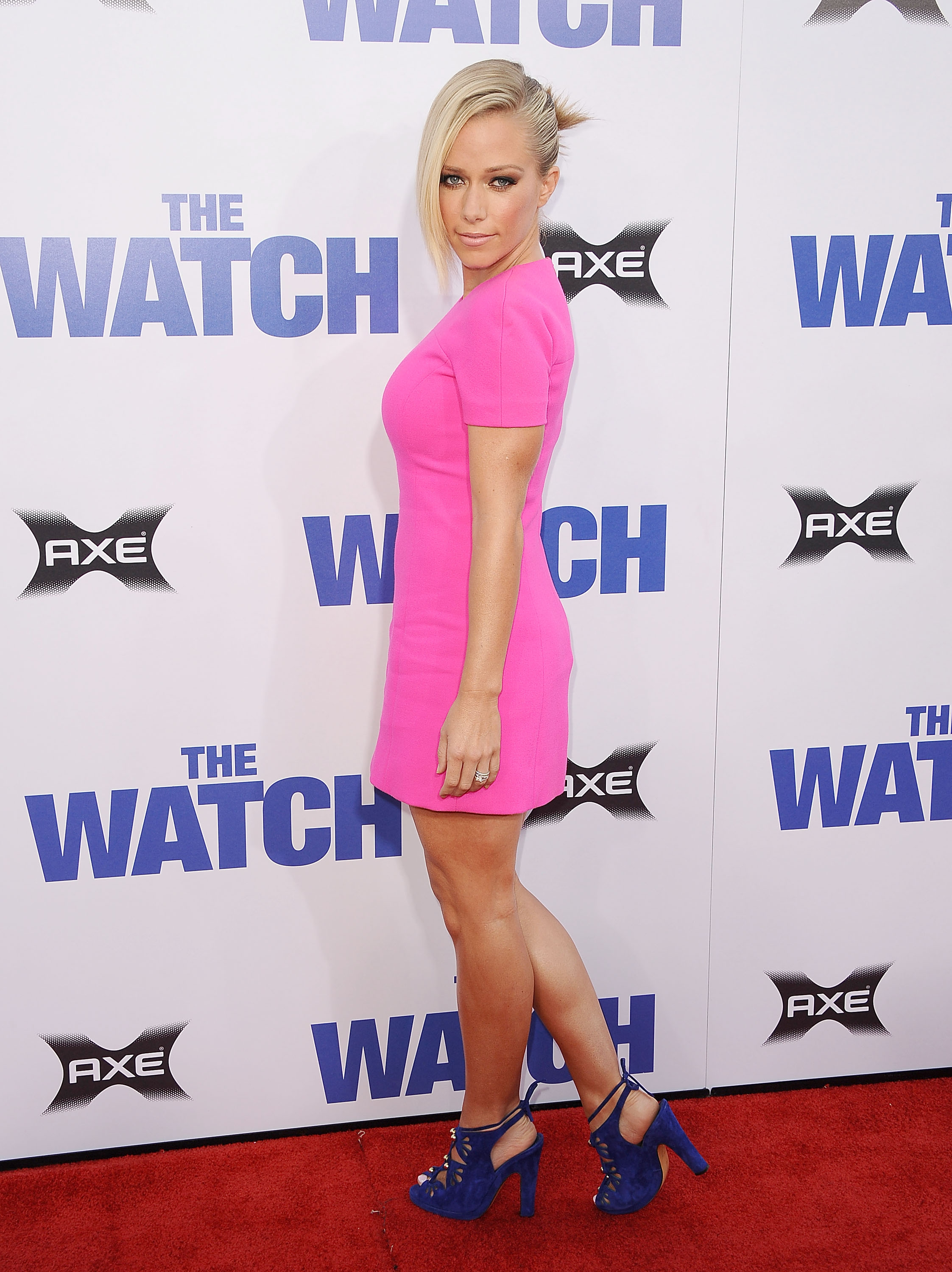Kendra Wilkinson Seen Looking Hot In Pink At The Premiere Of The Watch At