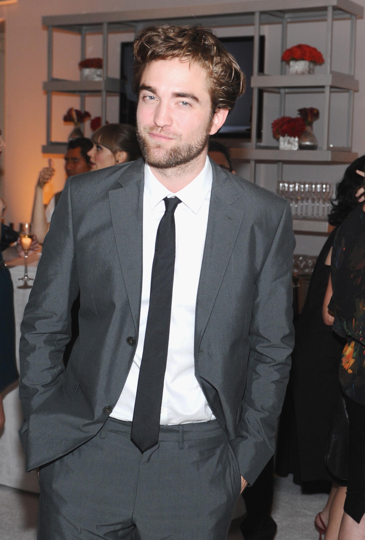 Roll Call Robert Pattinson Jokes About Edward Cullen Going Gay Access Online