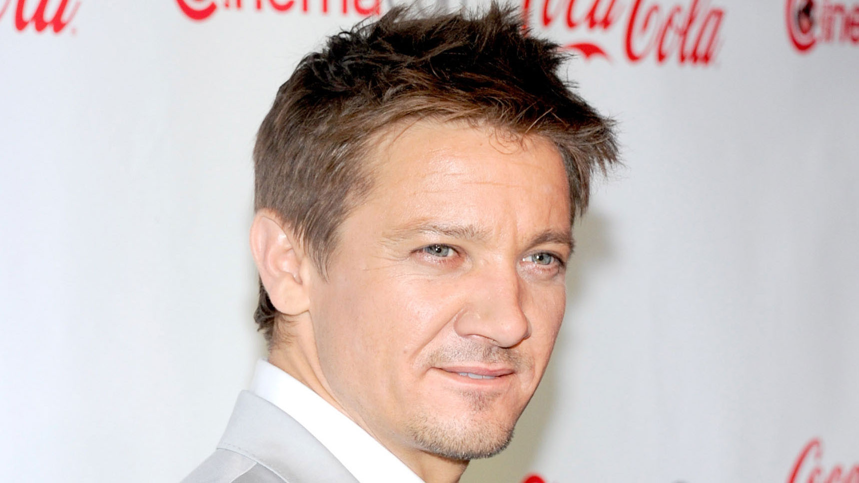 Jeremy Renner Reveals Makeup Artist Past