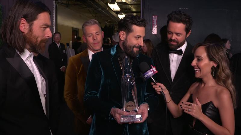 CMAs 2018: Old Dominion Joke About How They'll Be Splitting Up Their Vocal  Group Of The Year Trophy | Access