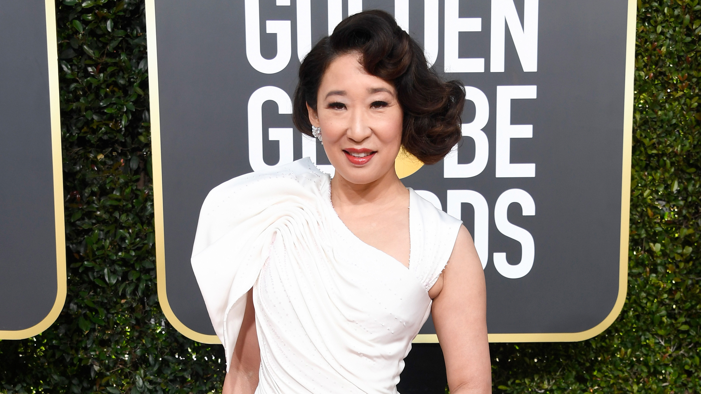 Sandra Oh Wows In White On The 2019 Golden Globe Awards Red