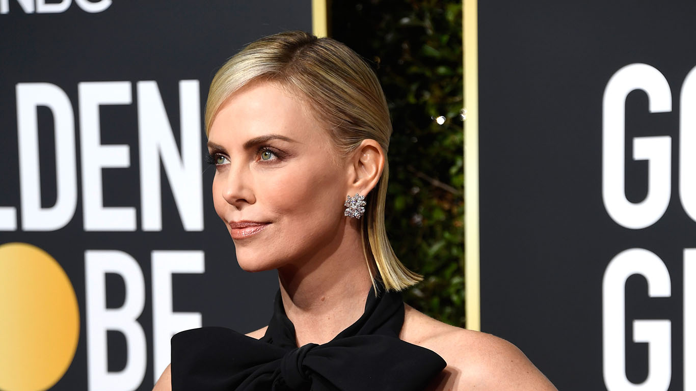 287e5492533 Charlize Theron Wows In Sleek Black-And-White Look At The 2019 ...