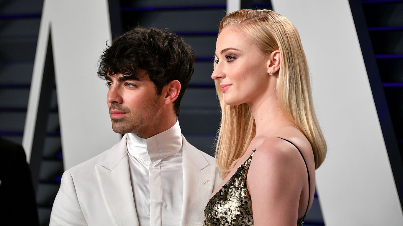 Joe Jonas & Sophie Turner Have A Sexy Date Night At The Vanity Fair Oscar  Party