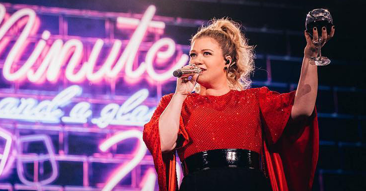 Kelly Clarkson Is Hosting The Billboard Music Awards 2019