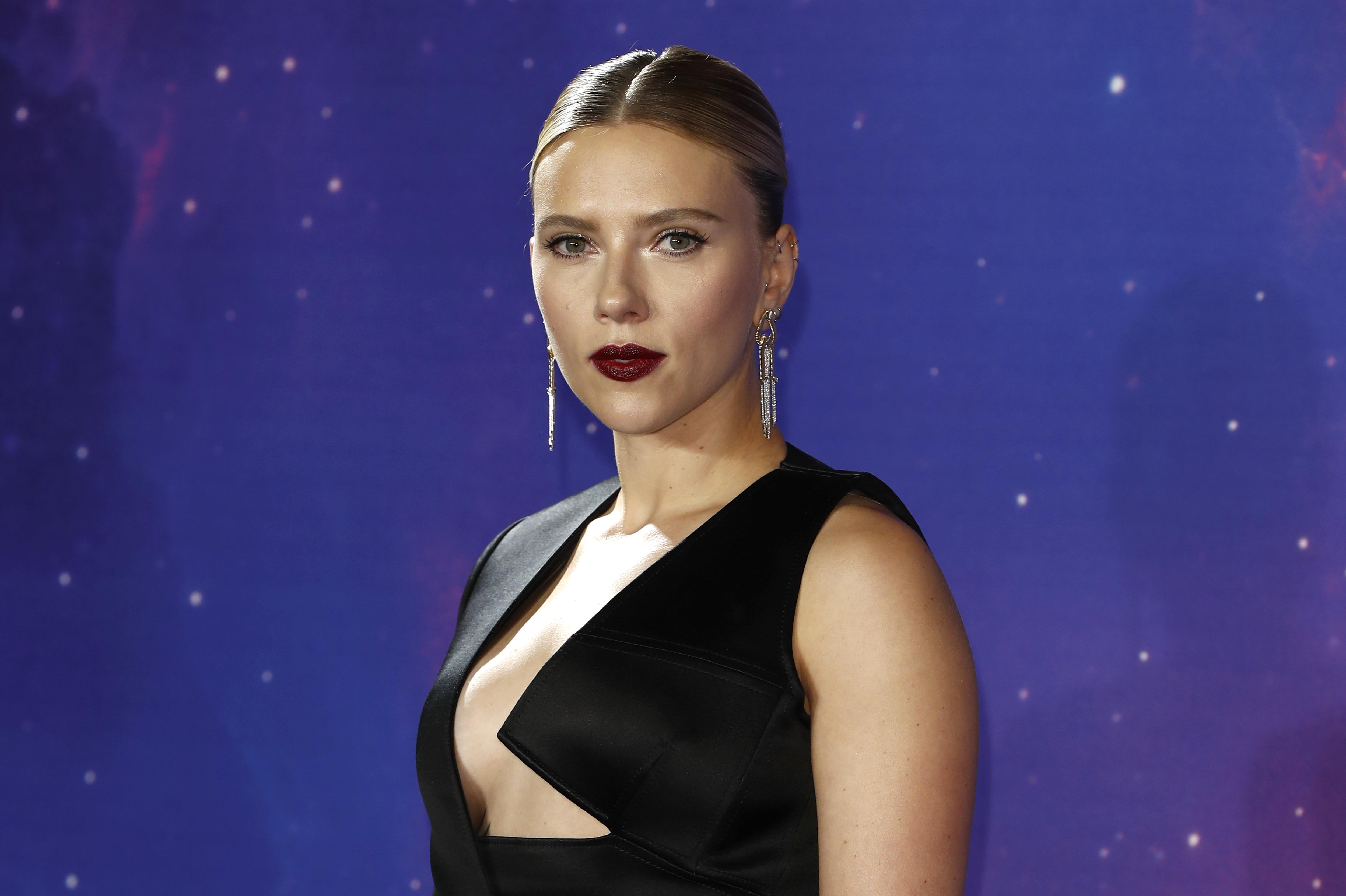 Scarlett Johansson Wows In Sexy Black Widow Inspired Look At Avengers Endgame Fan Event Access