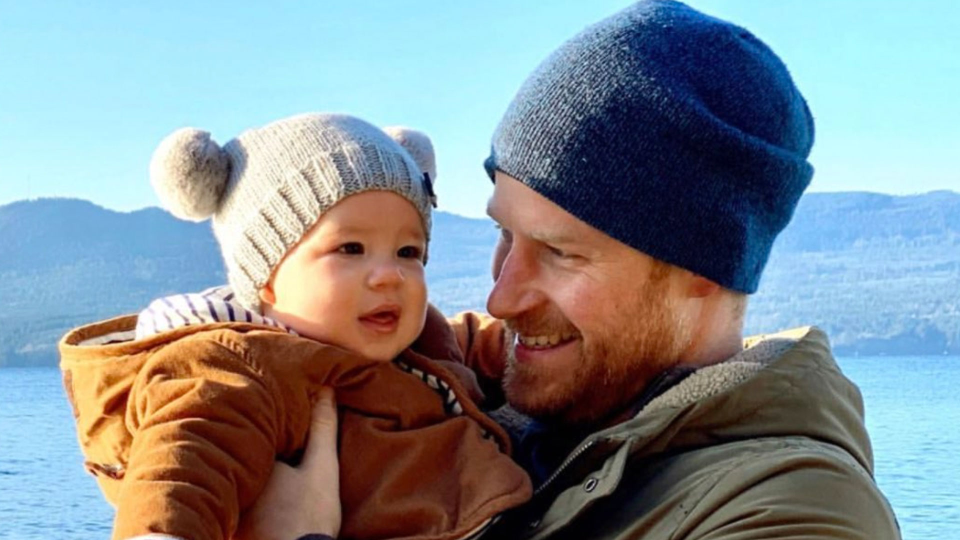 191231 4092355 Prince Harry Grins At Baby Archie In Adorabl.'