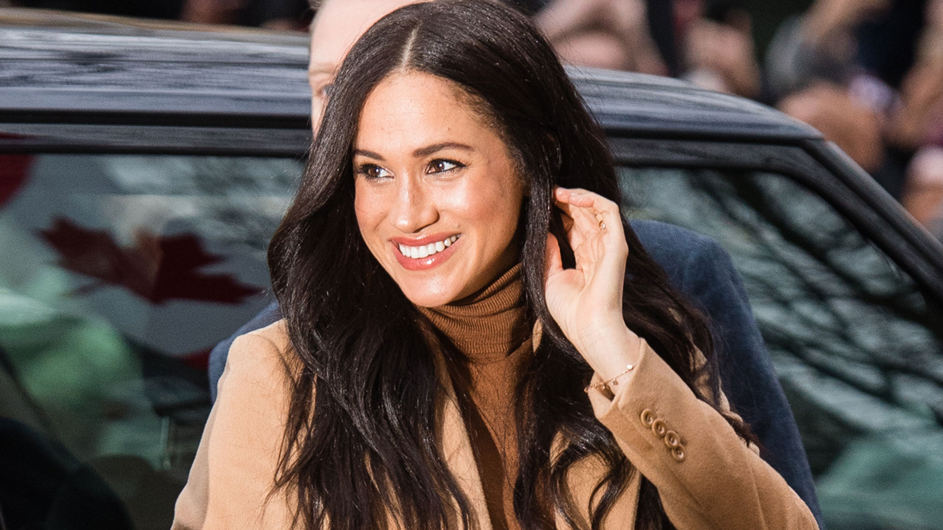 Meghan Markle Stuns In Classy Neutral Outfit As She And ...