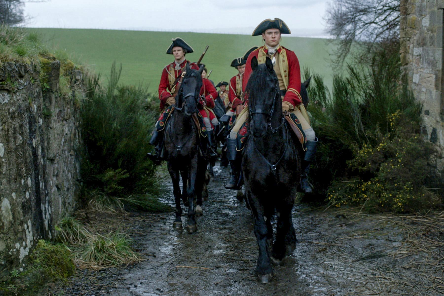 Tom-Brittney-as-Lieutenant-Jeremy-Foster-in-'Outlander'-Episode-6-'The-Garrison-Commander
