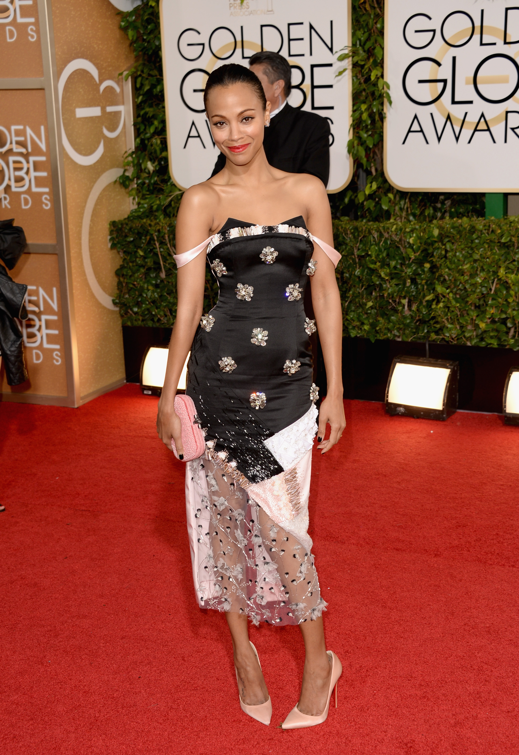 Zoe Saldana To Watch Golden Globes From Home With Twins ...