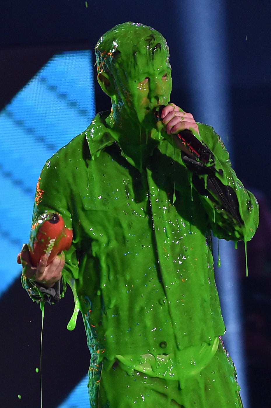 Nick-Jonas-get-slimed-while-accepting-award-for-Favorite-Male-Singer-onstage-during-Nickelodeon's-28th-Annual-Kids'-Choice-Awards-held-at-The-Forum-on-March-28-2015-in-Inglewood-Calif