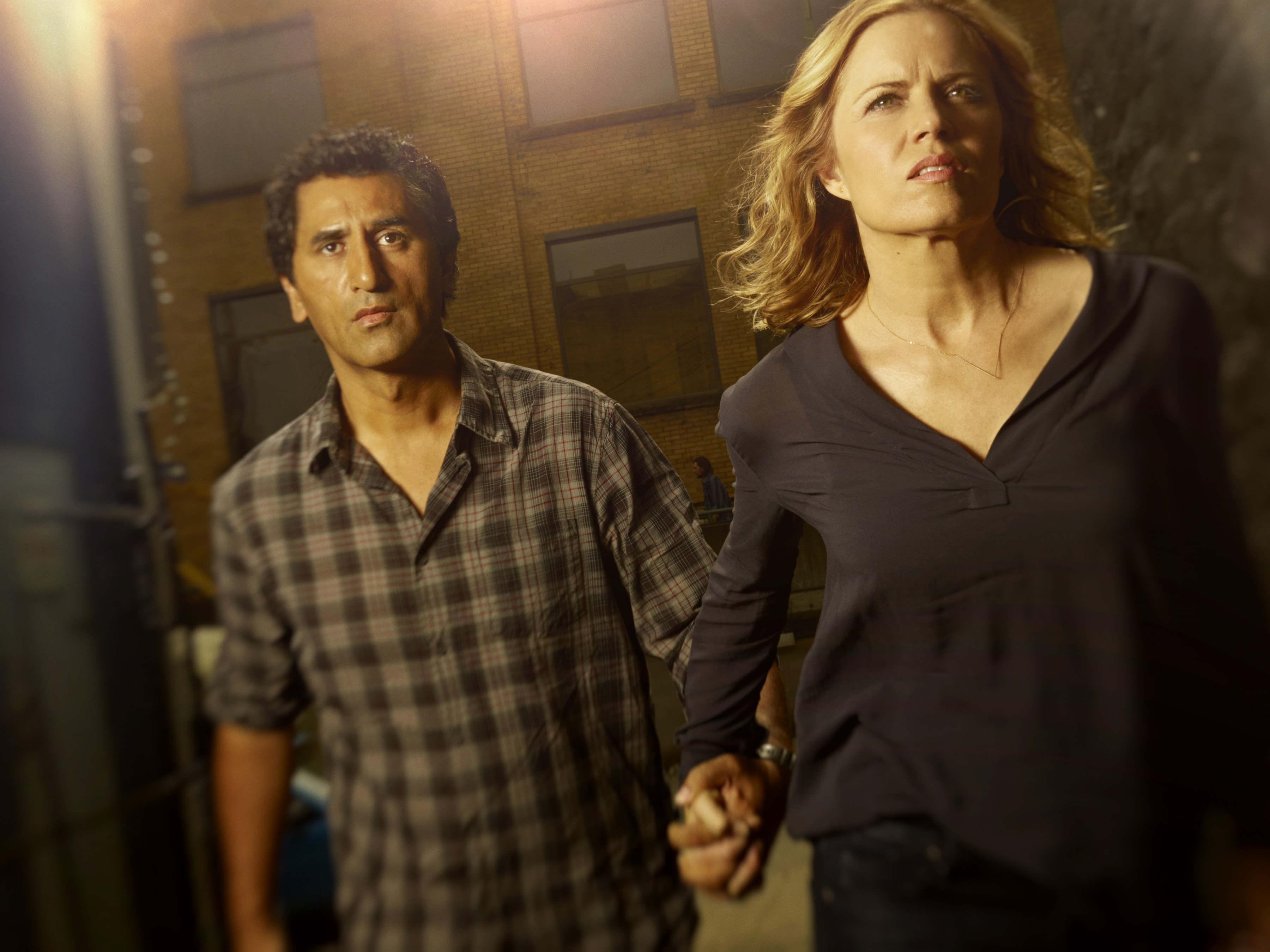 Cliff-Curtis-as-Travis-and-Kim-Dickens-as-Madison-in-'Fear-The-Walking-Dead'