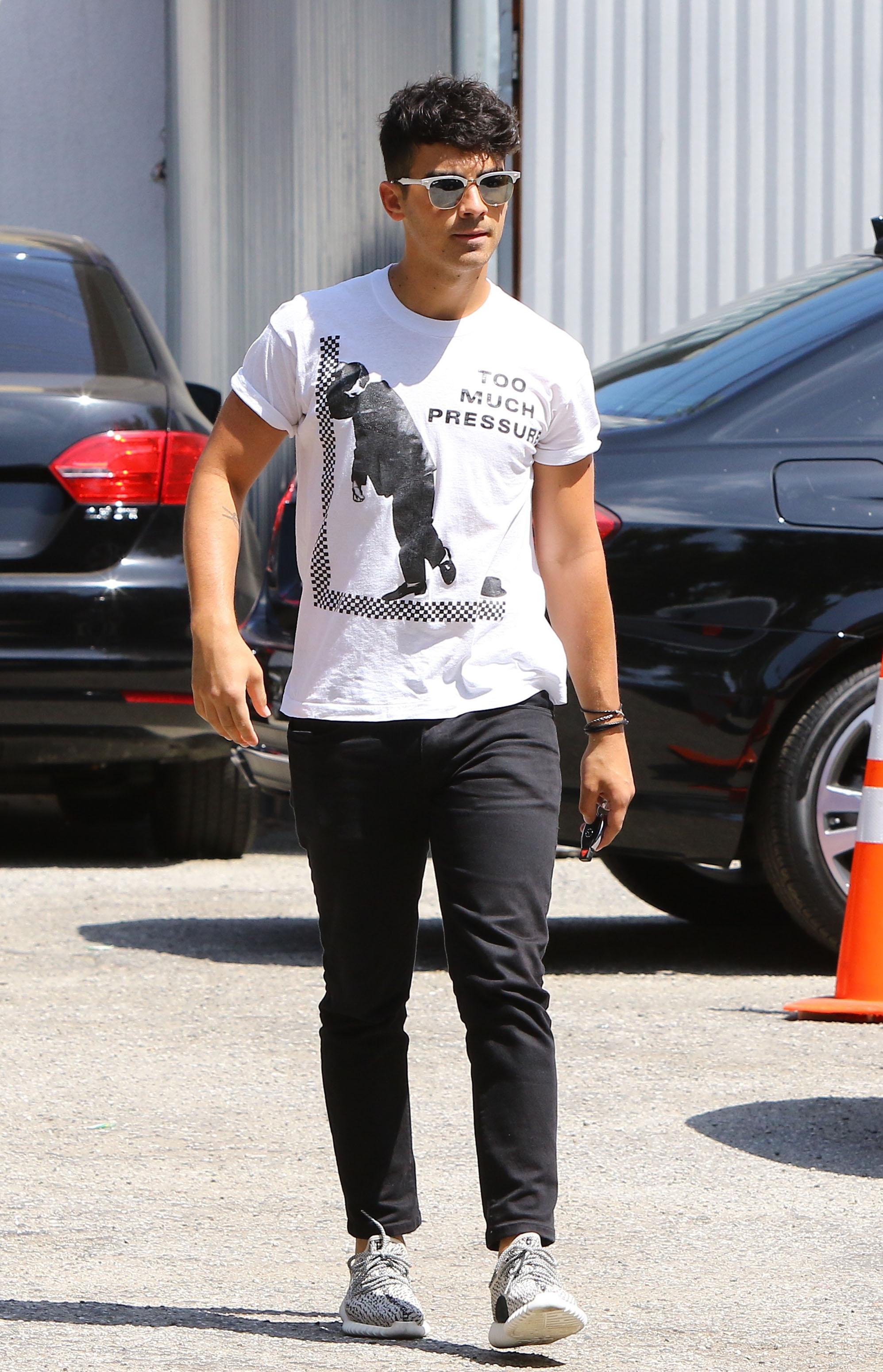 ca13751edfaf5 Joe Jonas arriving for a lunch on August 31