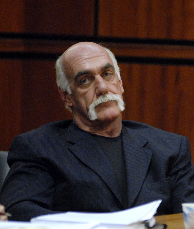Hulk Hogan Divorce Lawyer Spar Outside Florida Court