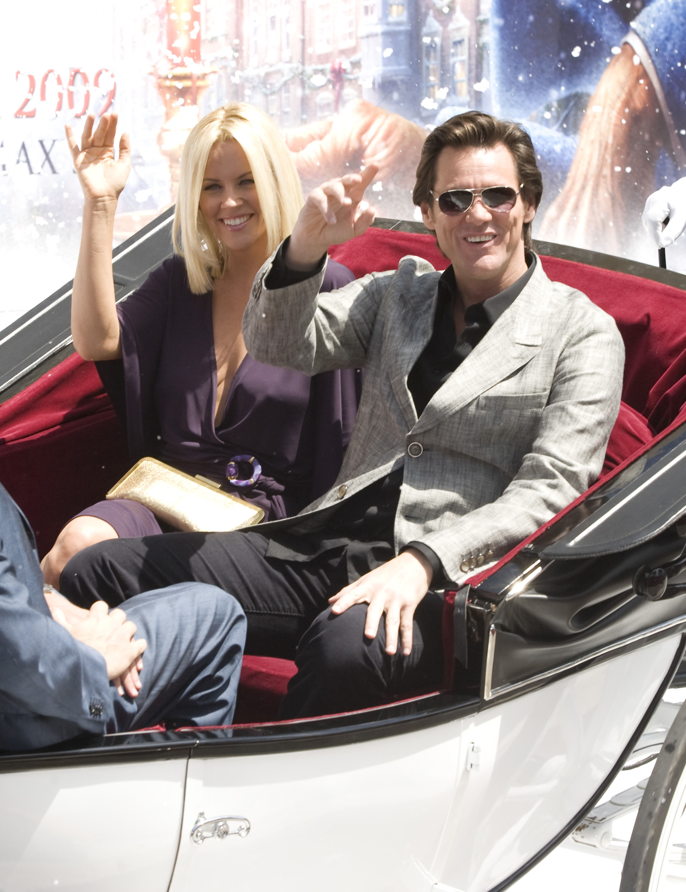 Christmas Carol Jim Carrey.Jim Carrey Hits Cannes With Snow A Christmas Carol