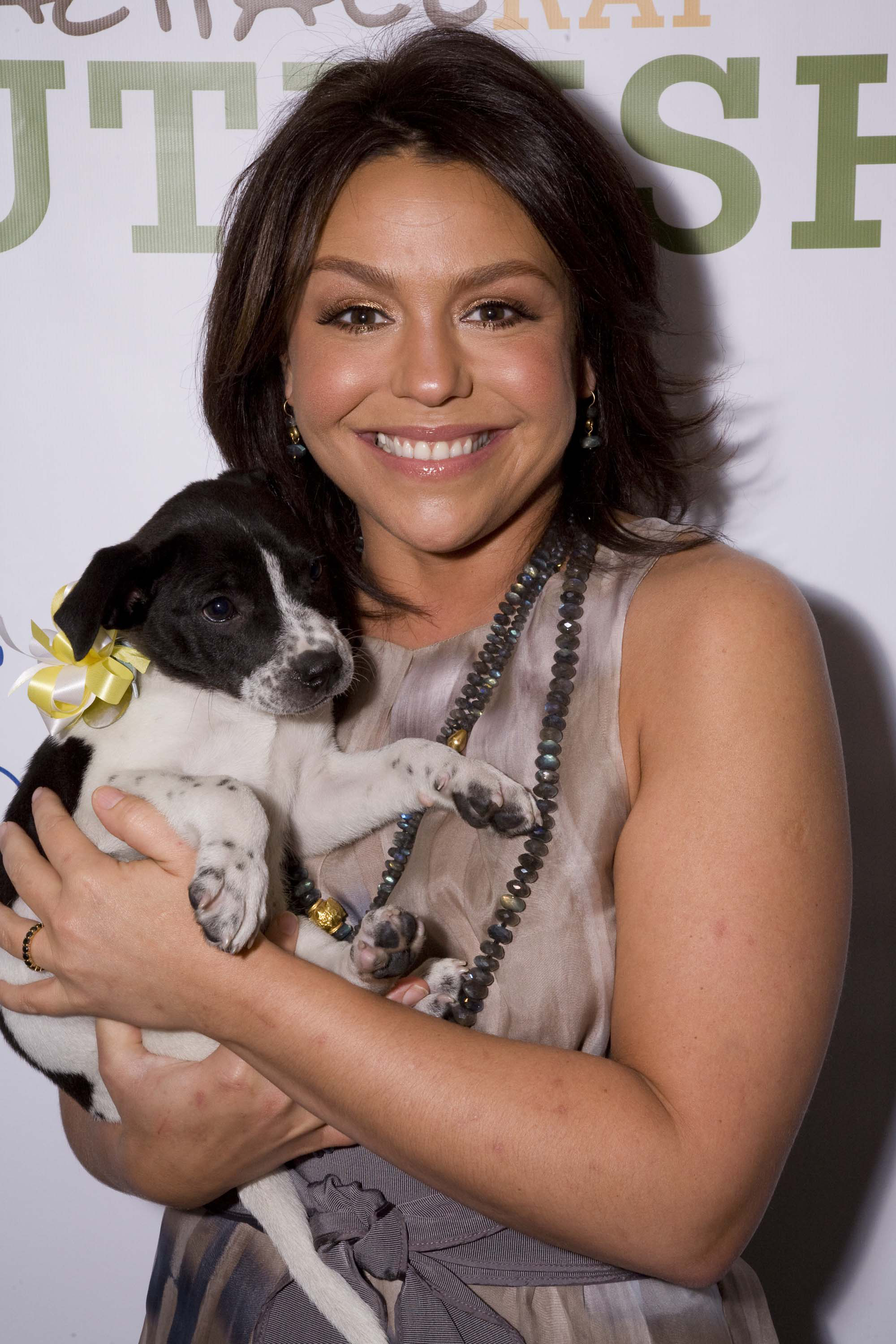 Town Reeling Over Sudden Death Of Popular 17 Year Old Girl: Rachael Ray Helps Reeling Ohio Town
