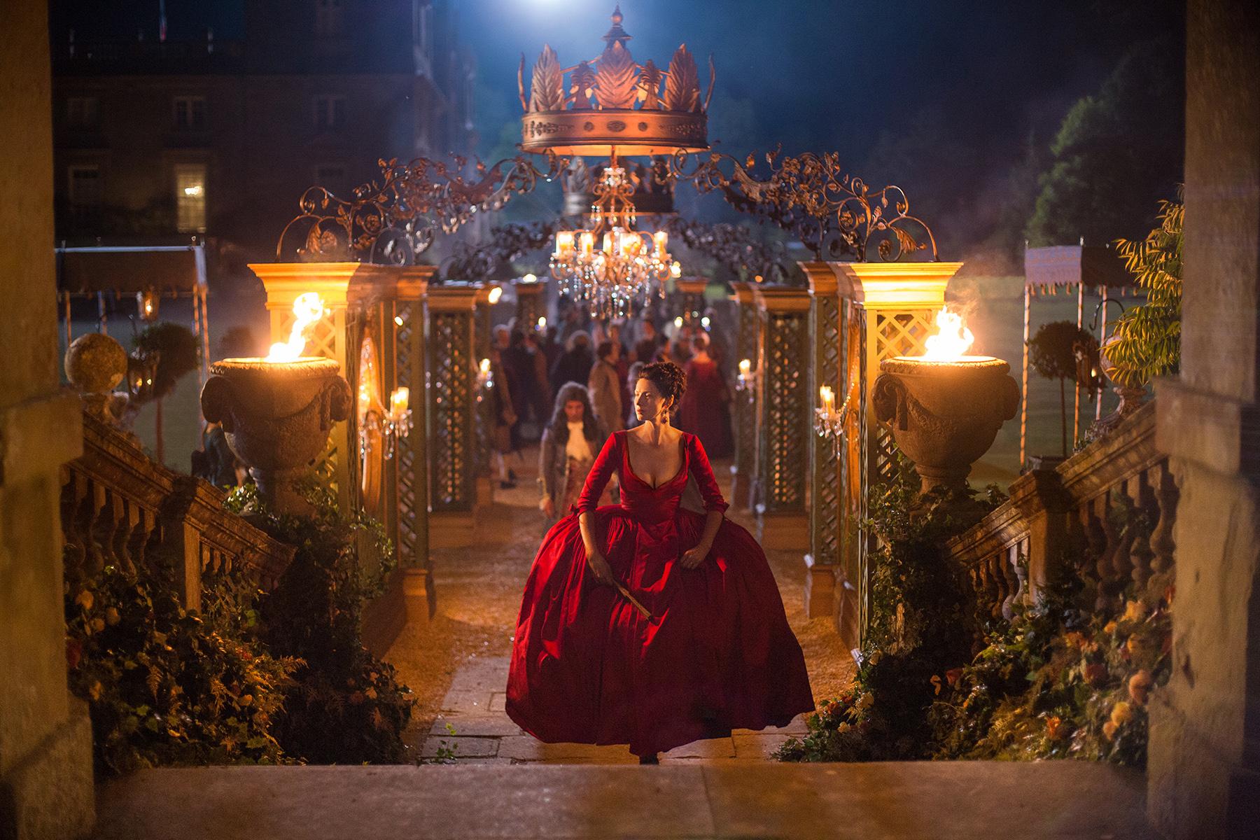 Outlander-Caitriona-Balfe-On-The-Red-Dress
