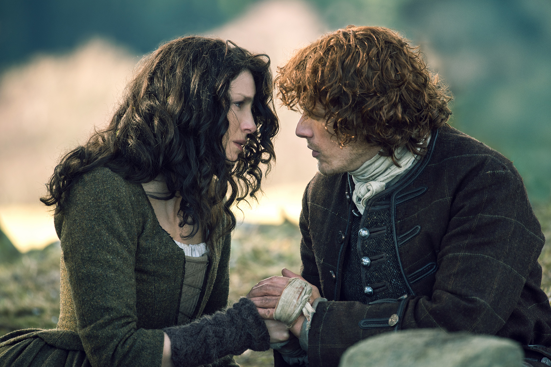 Outlander-Season-2-Finale-Writers-Discuss-Those-Big-Moments-From-Dragonfly-In-Amber