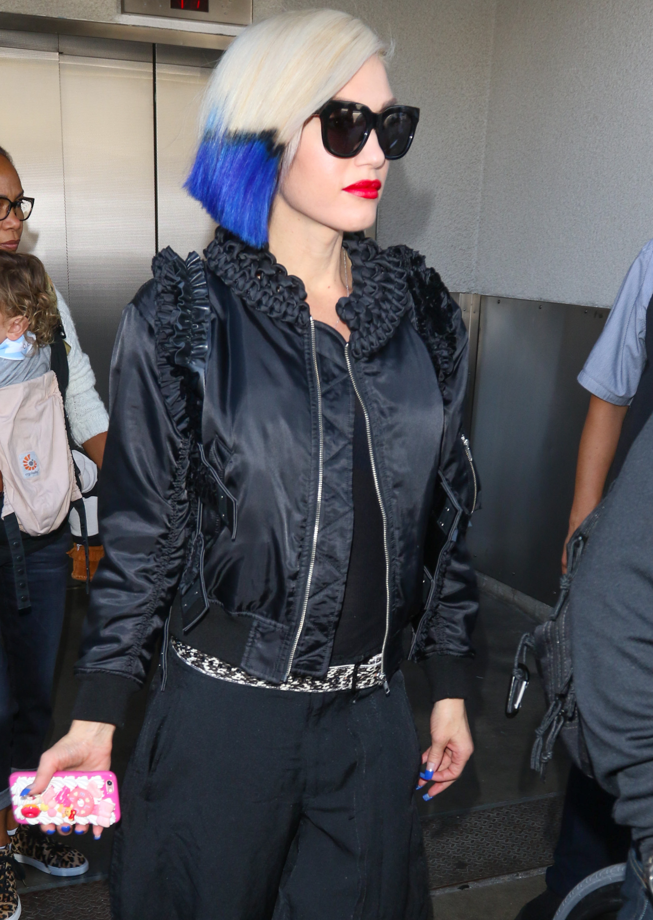 Gwen-Stefani-is-seen-ay-LAX-on-October-18-2015-in-Los-Angeles