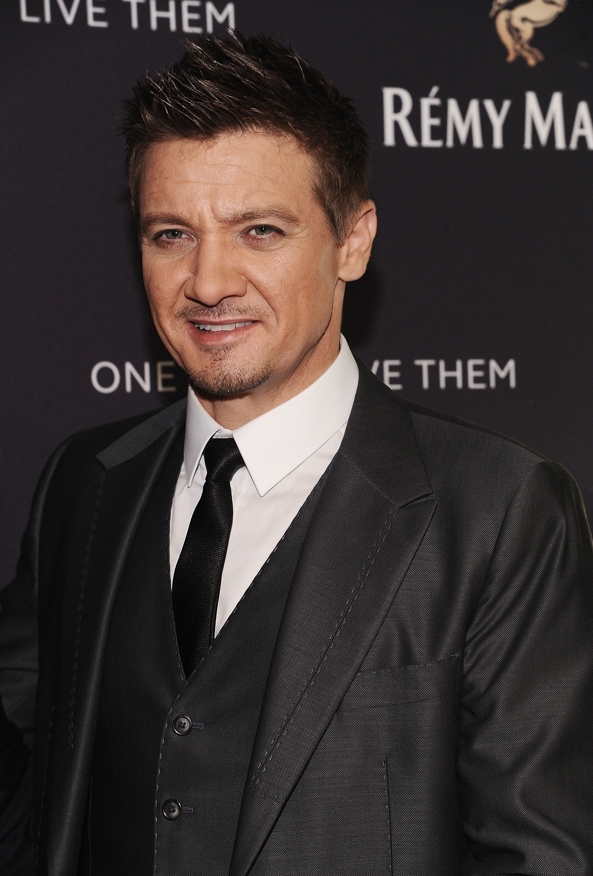 Jeremy Renner: 'Not My Job' To Help Female Co-Stars With ...