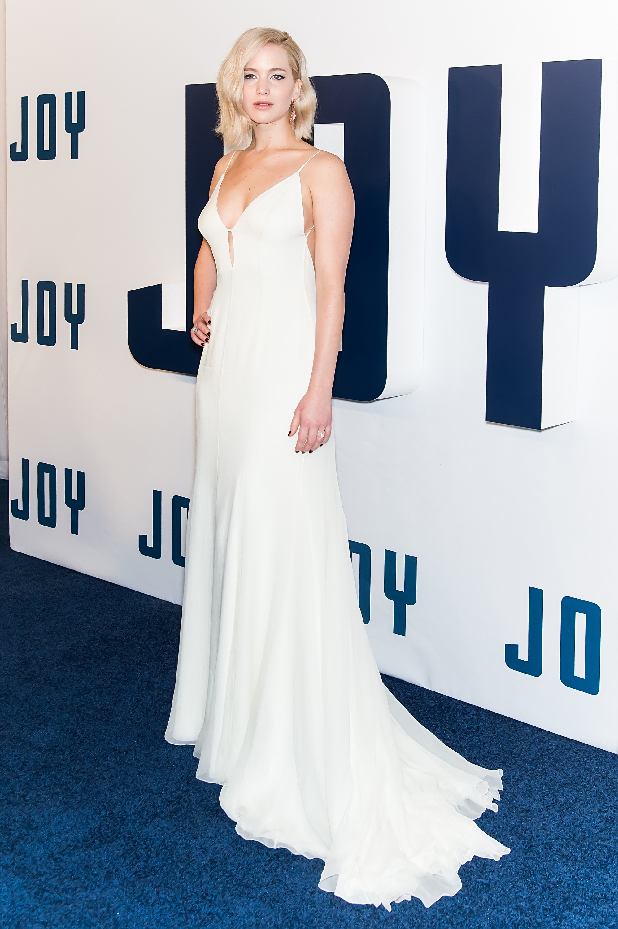 Jennifer-Lawrence-Wants-A-Pina-Colada-Tap-At-Her-Golden-Globes-Table