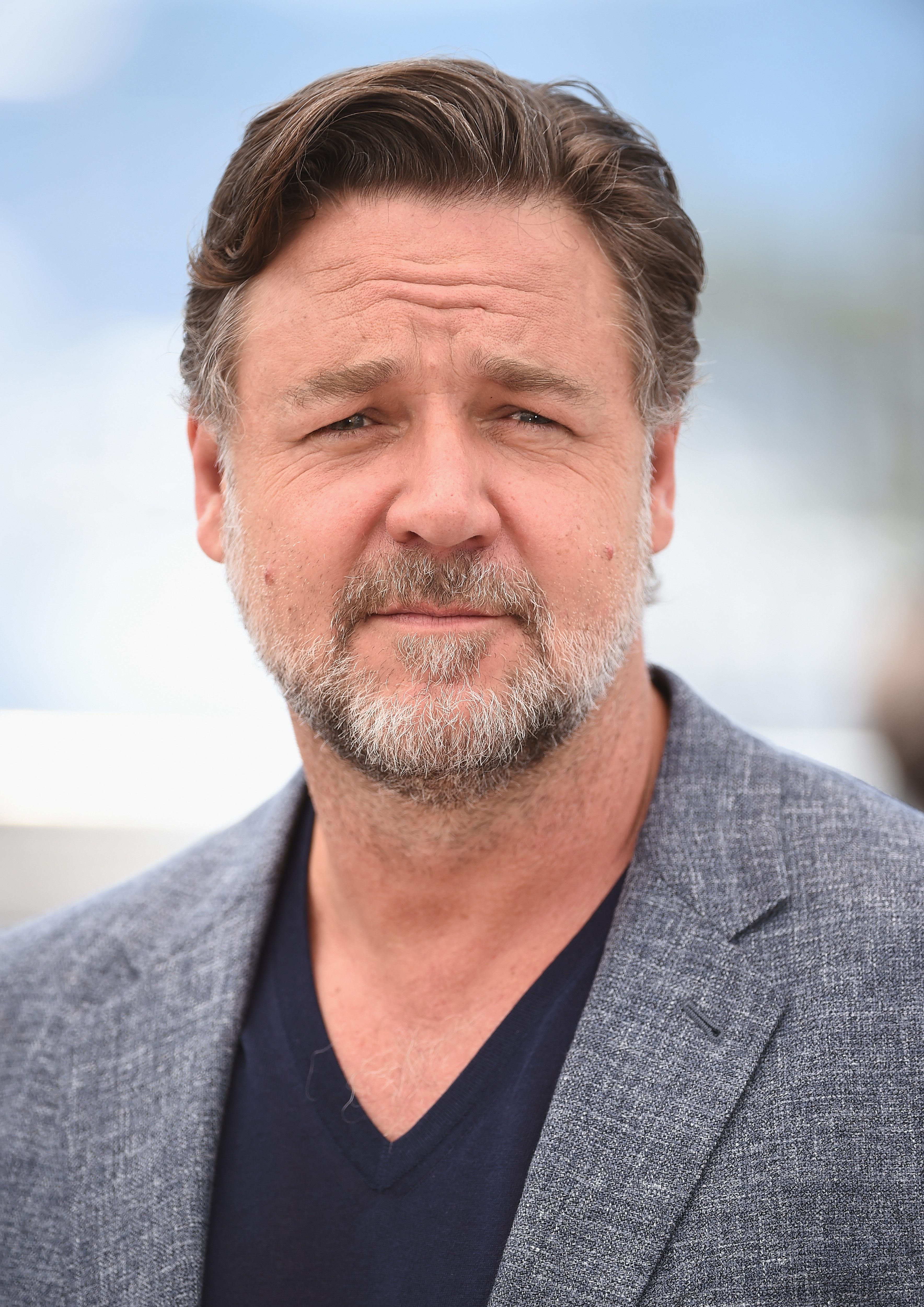 Russell Crowe Hires Ho...