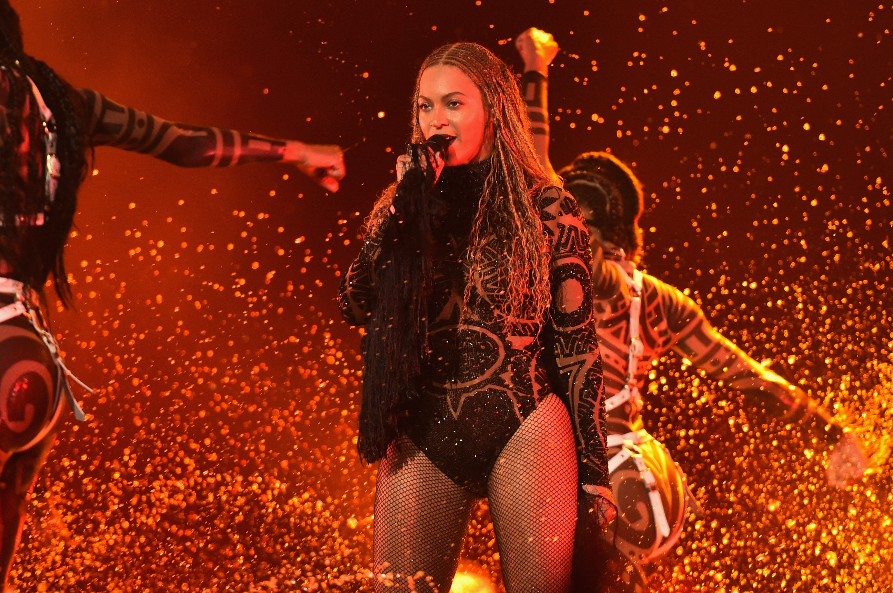 Beyoncé-Performs-At-The-BET-Awards-2016