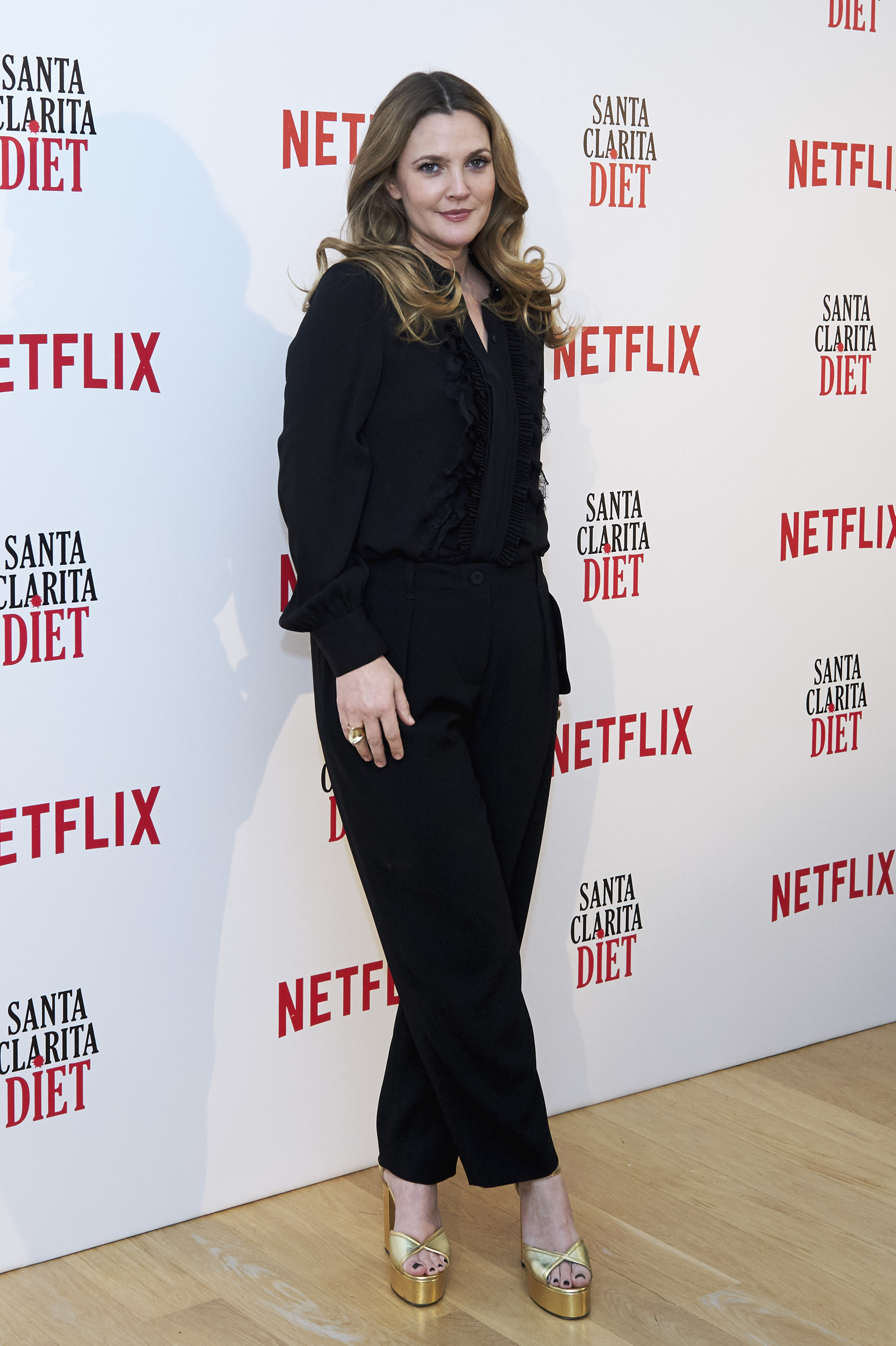 Drew-Barrymore-attends-Santa-Clarita-Diet-photocall-at-the-Netflix-office-on-January-19-2017-in-Madrid