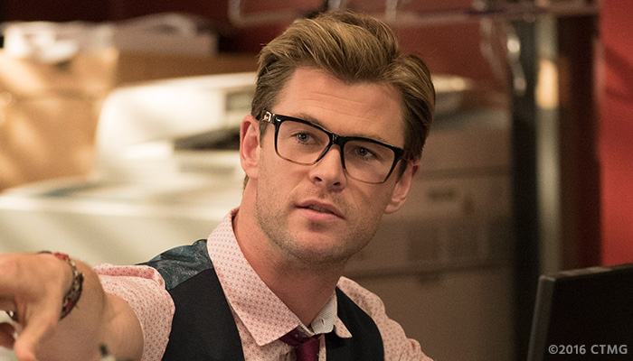 Chris-Hemsworth-Goes-Full-Geek-In-First-Ghostbusters-Character-Photo