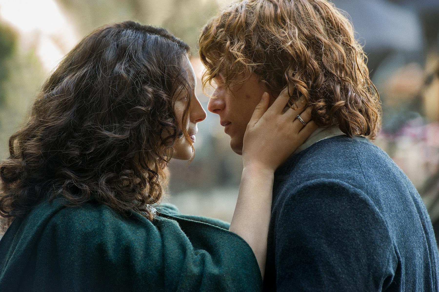 Outlander' Season 2, Episode 1 Recap: 'Through A Glass