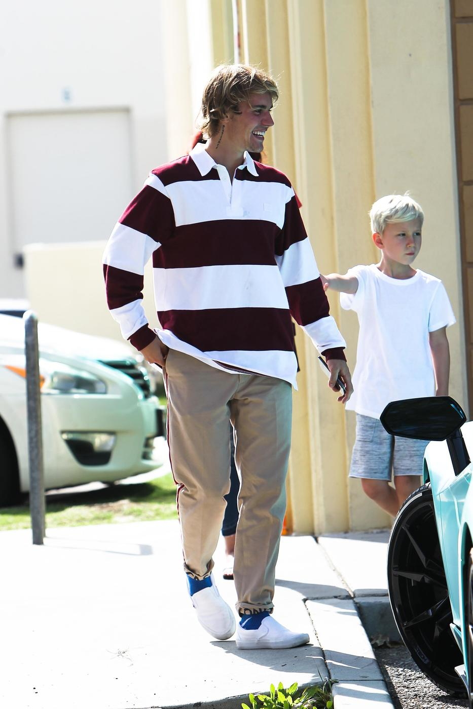 Justin Bieber Proves He's The Best Big Bro During A Sweet ...