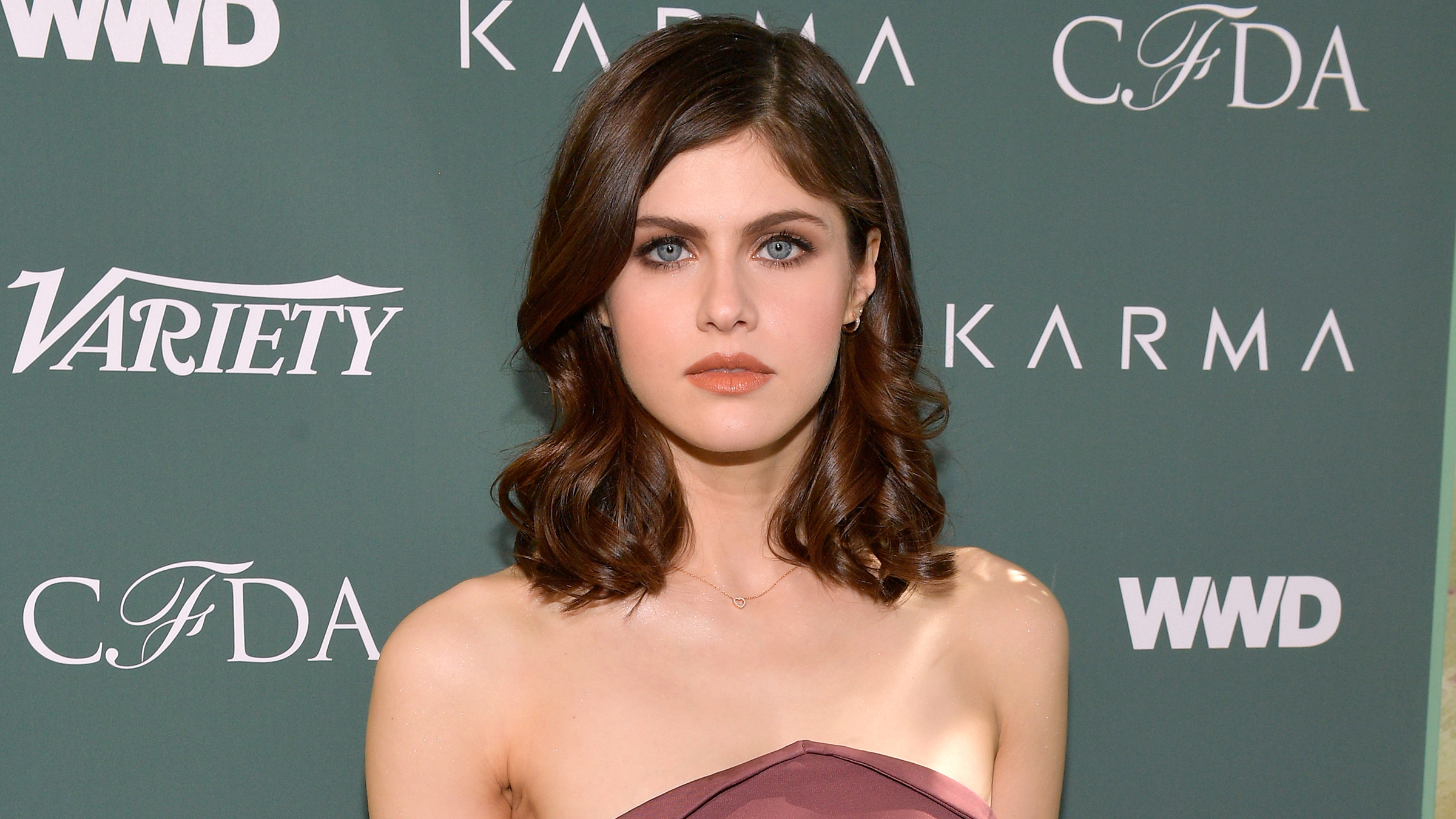 Alexandra-Daddario-Talks-Dating-In-Her-30s-I-Know-What-I-Want-More