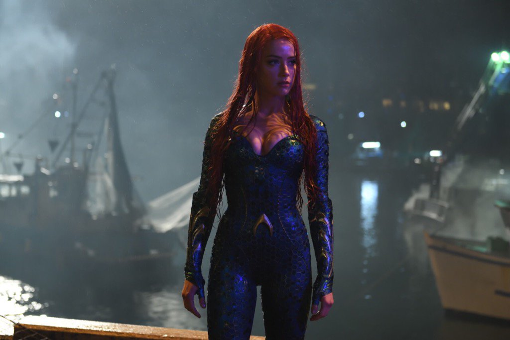 Amber-Heard-Shows-Off-Her-Sexy-Aquaman-Costume-In-First-Look-Photo