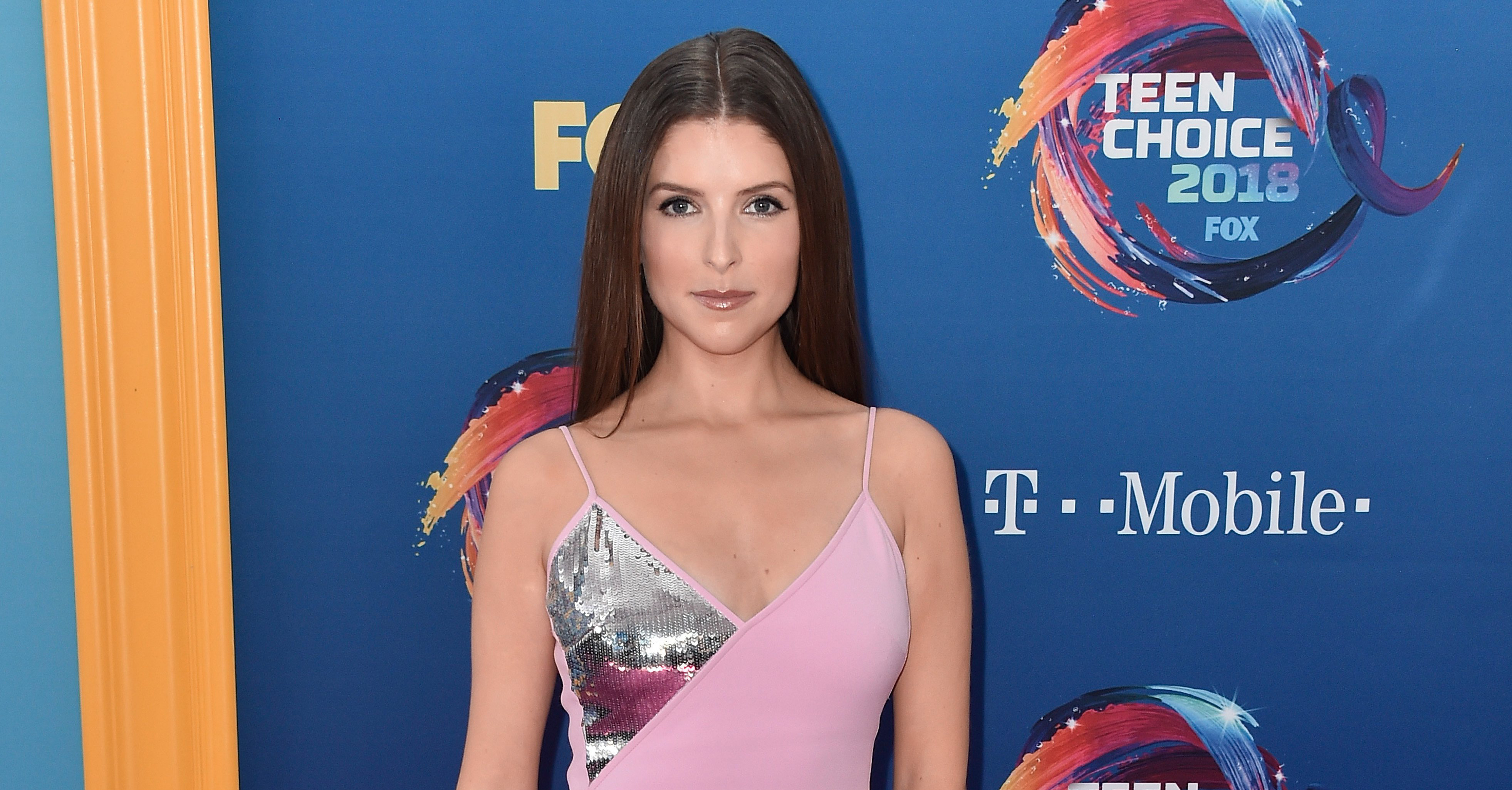 Anna-Kendrick-Throws-Shade-At-Ryan-Reynolds-After-She-Beats-Him-For-Choice-Twit-At-2018-Teen-Choice-Awards