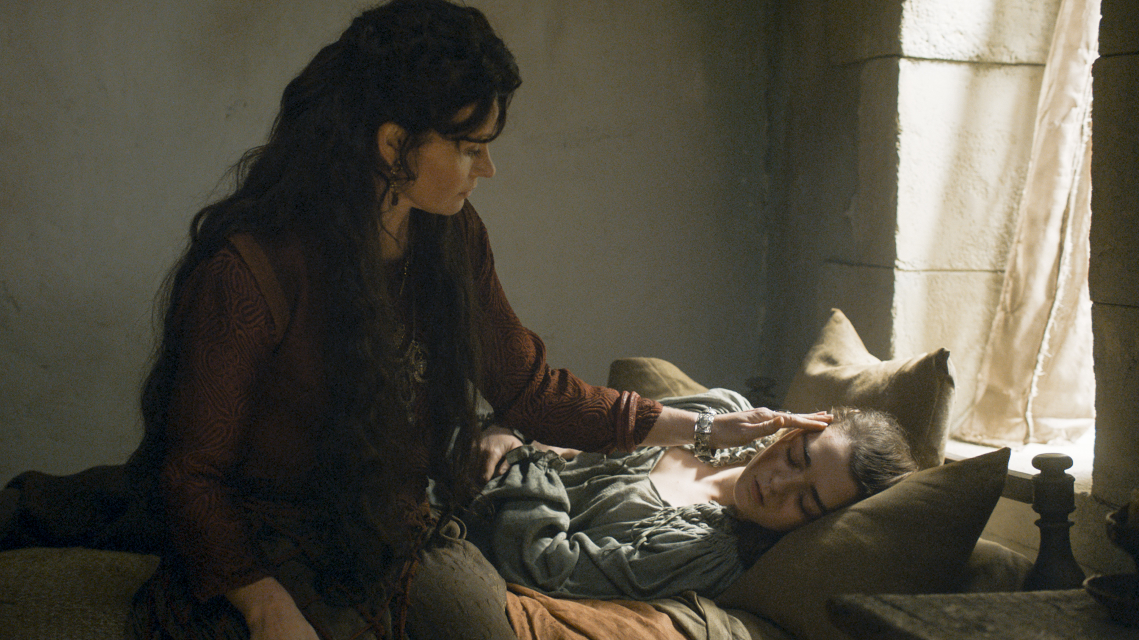 Essie Davis as Lady Crane and Maisie Williams as Arya Stark in 'Game of Thrones' Season 6, Episode 8