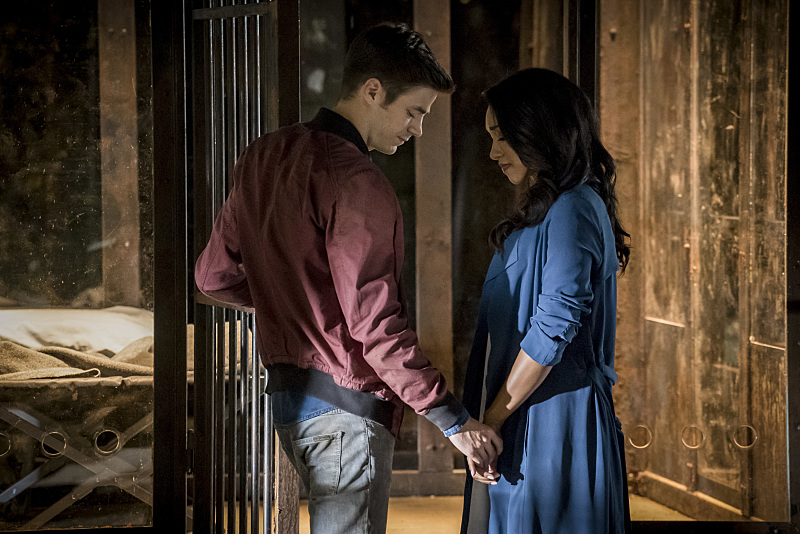 The-Flash-EP-Aaron-Helbing-Talks-Flashpoint-The-Rival-Barry-Allen-Wooing-Iris-West