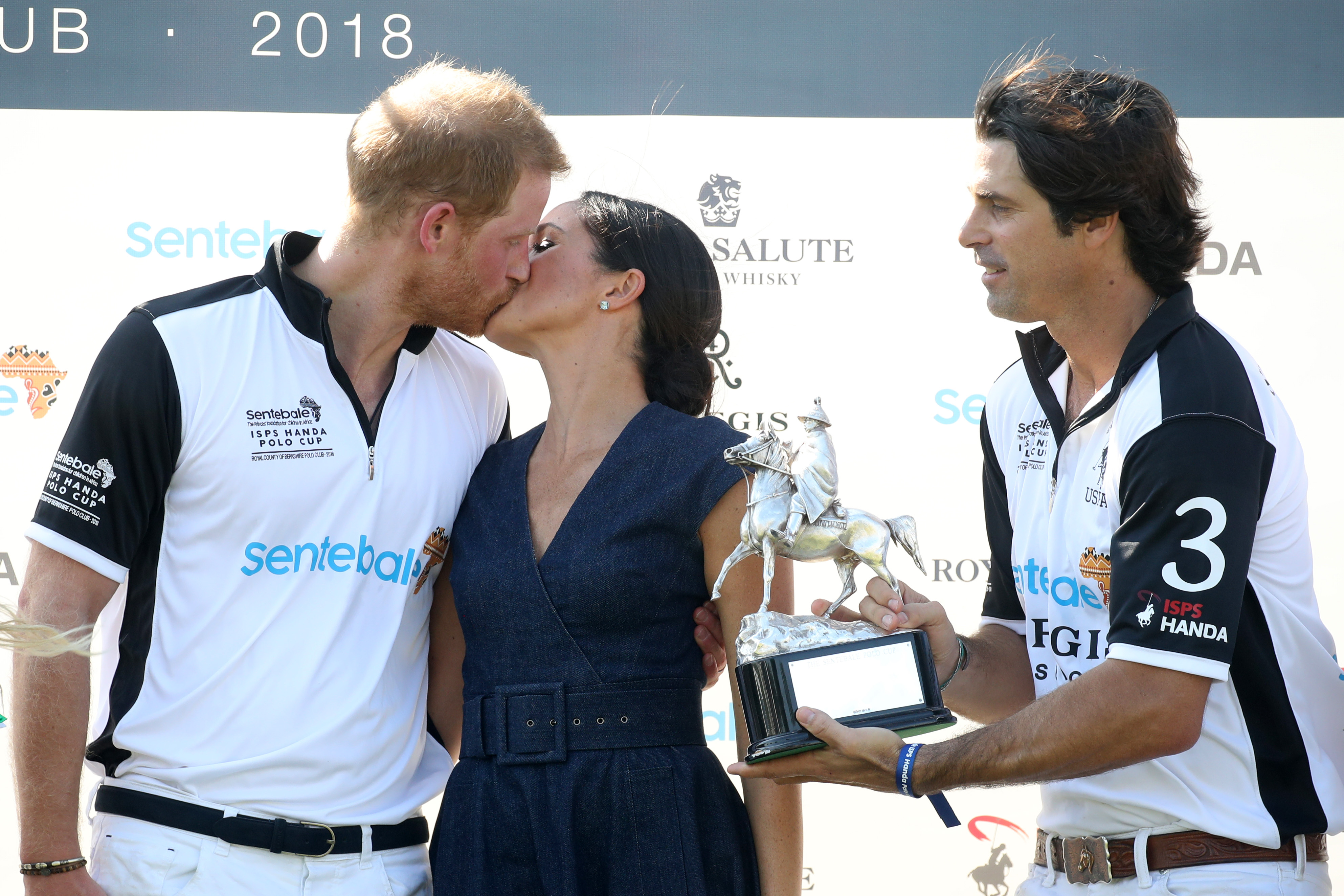 Meghan-Markle-Kisses-Prince-Harry-On-The-Lips-At-Polo-Match-But-Has-Kate-Middleton-Ever-Kissed-William-Like-That