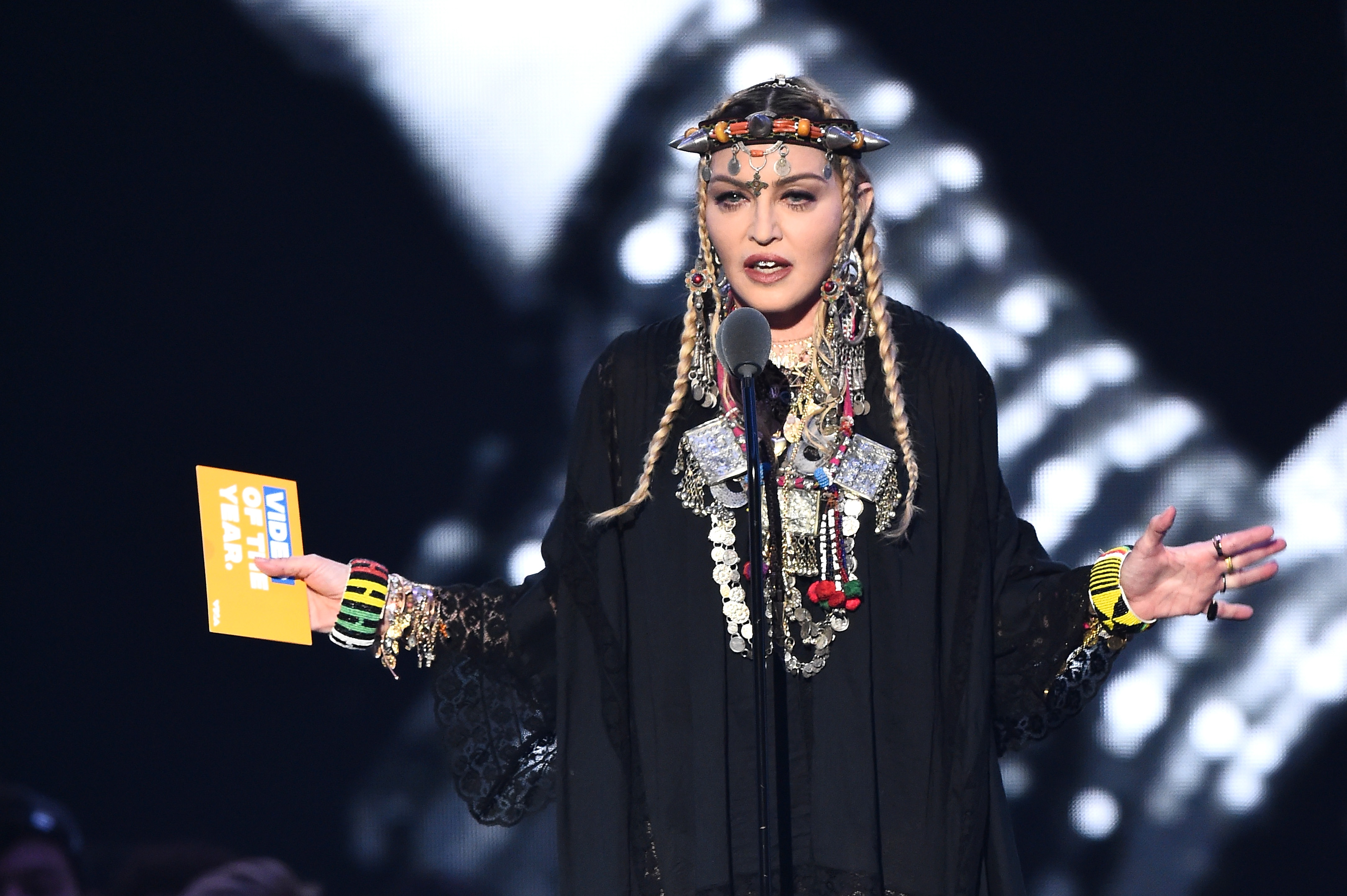 Madonna-Talks-About-Herself-During-Aretha-Franklin-Tribute-At-The-MTV-VMAs-And-Twitter-Trashes-Her