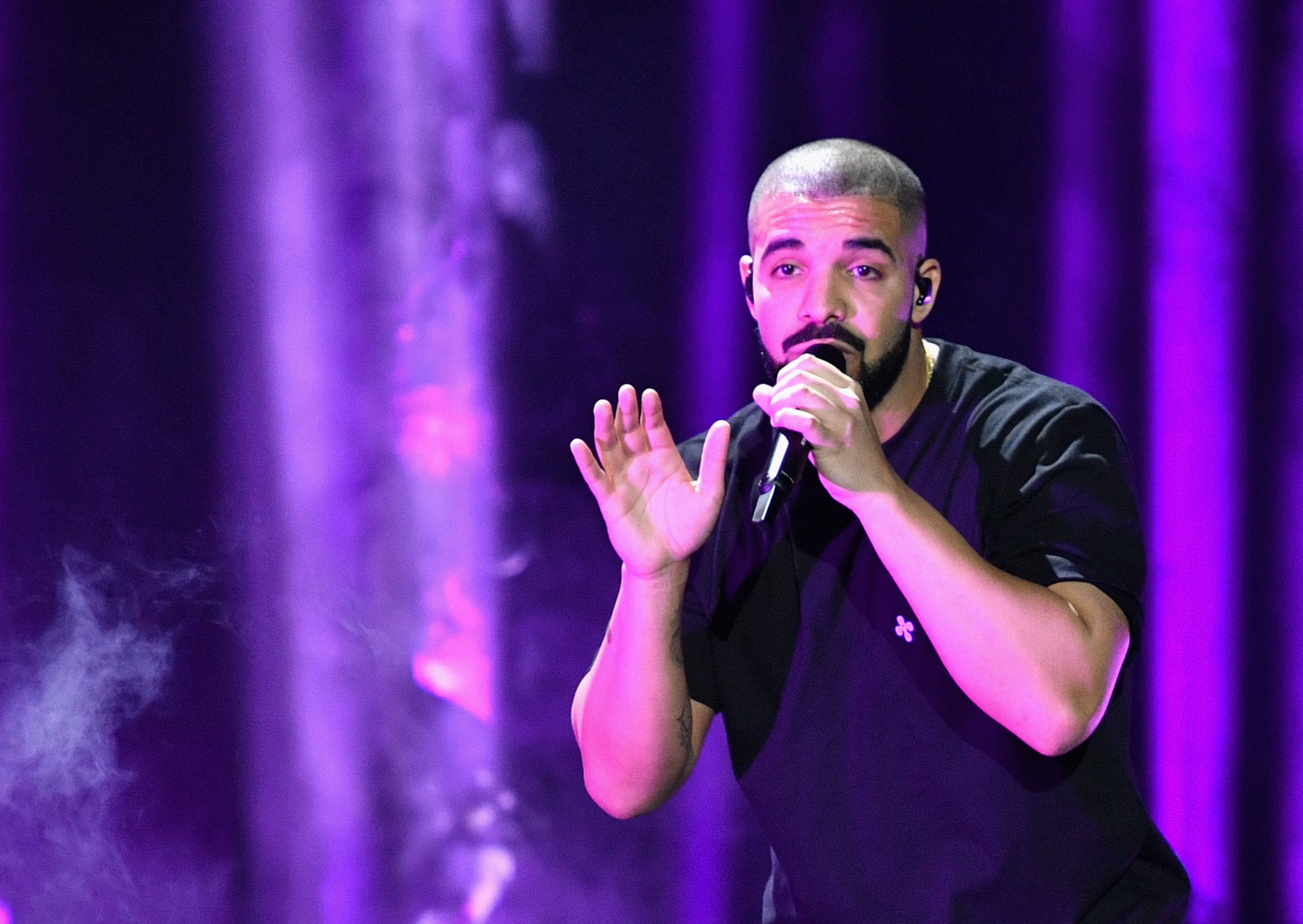 Drake-Shatters-American-Music-Awards-Nominations-Record