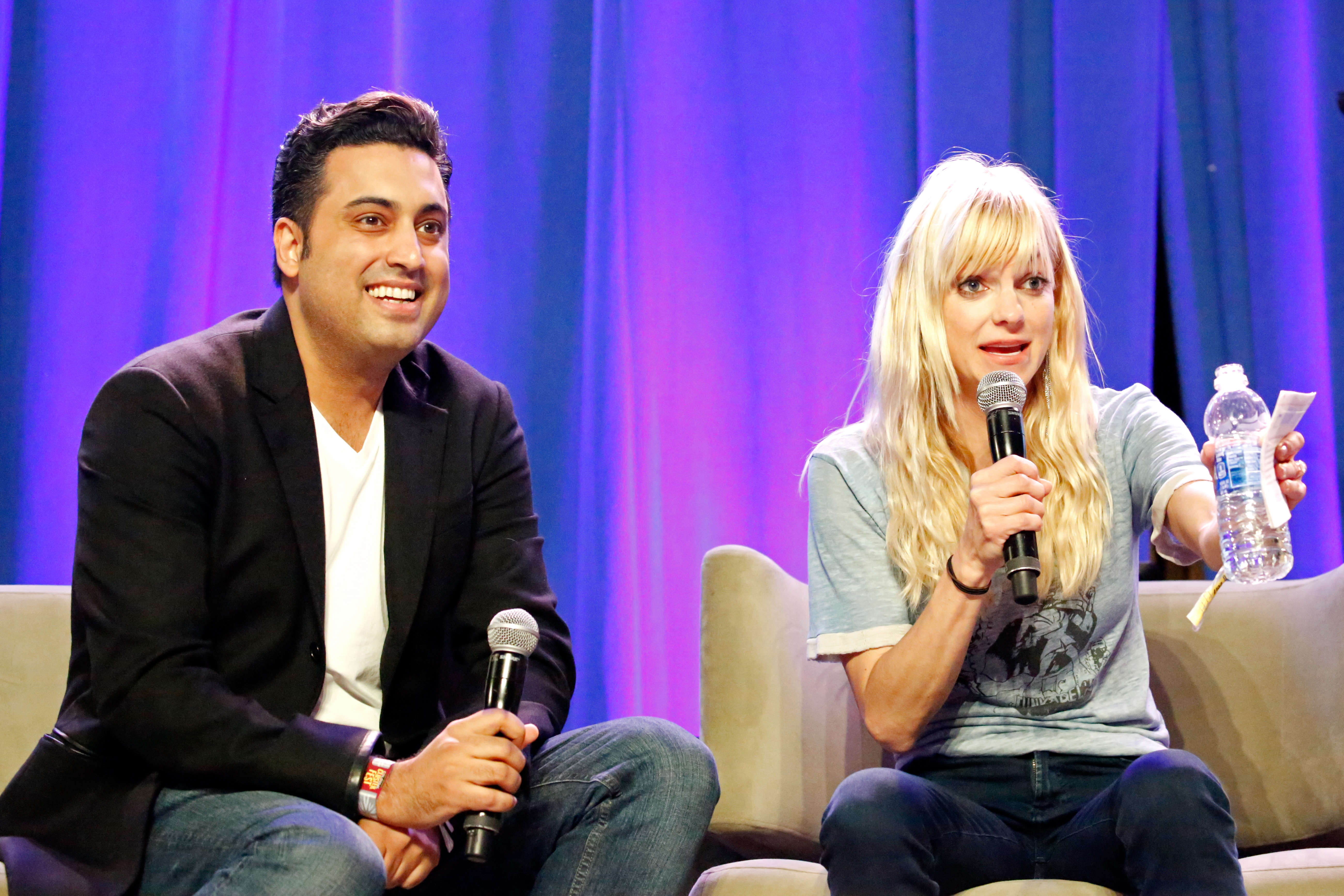 Anna Faris Officiates 'Unqualified' Podcast Co-Host Sim ...