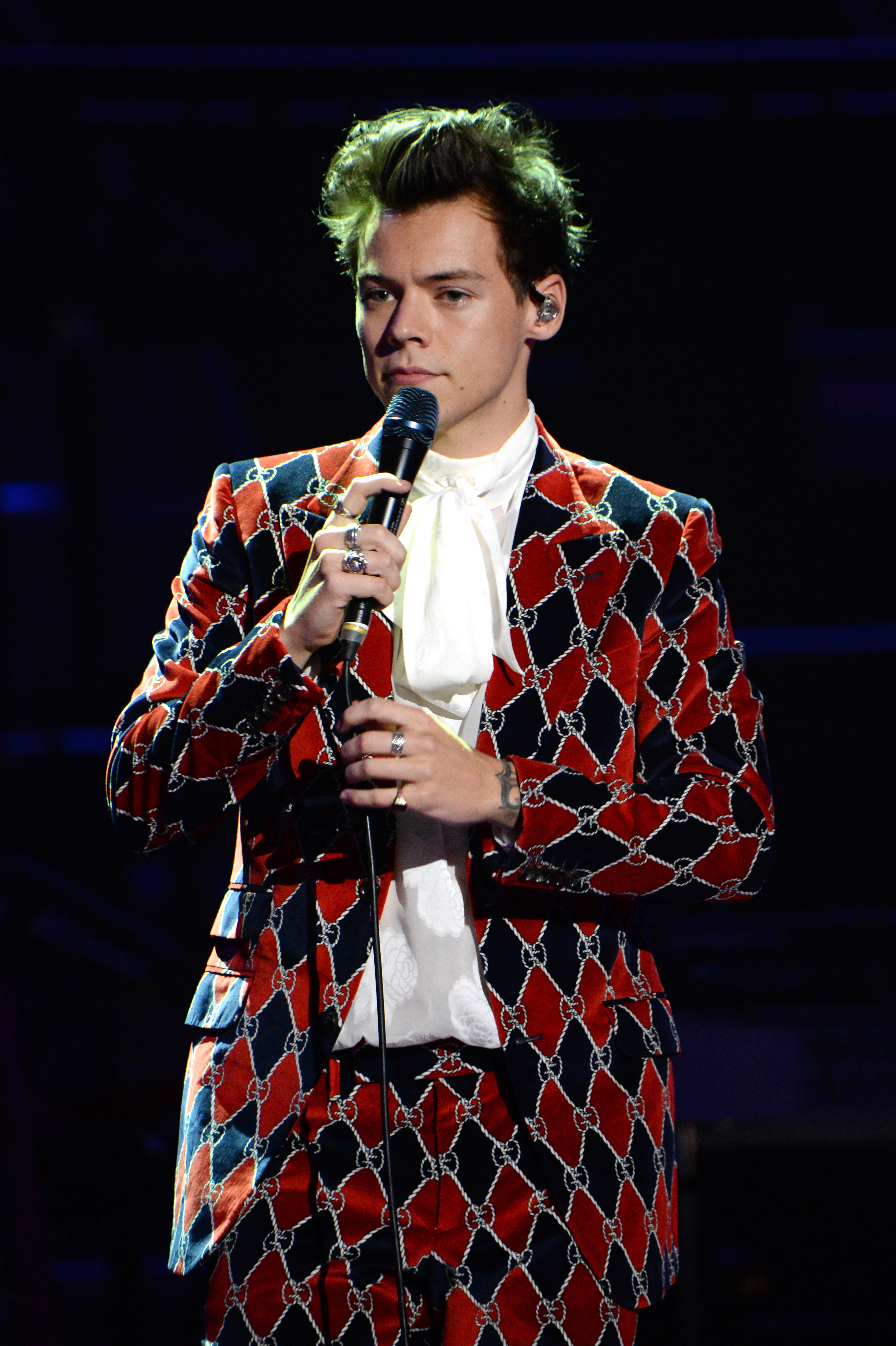 d61b9cc89be86 Harry Styles Replaces Katy Perry At The Victoria s Secret Fashion Show