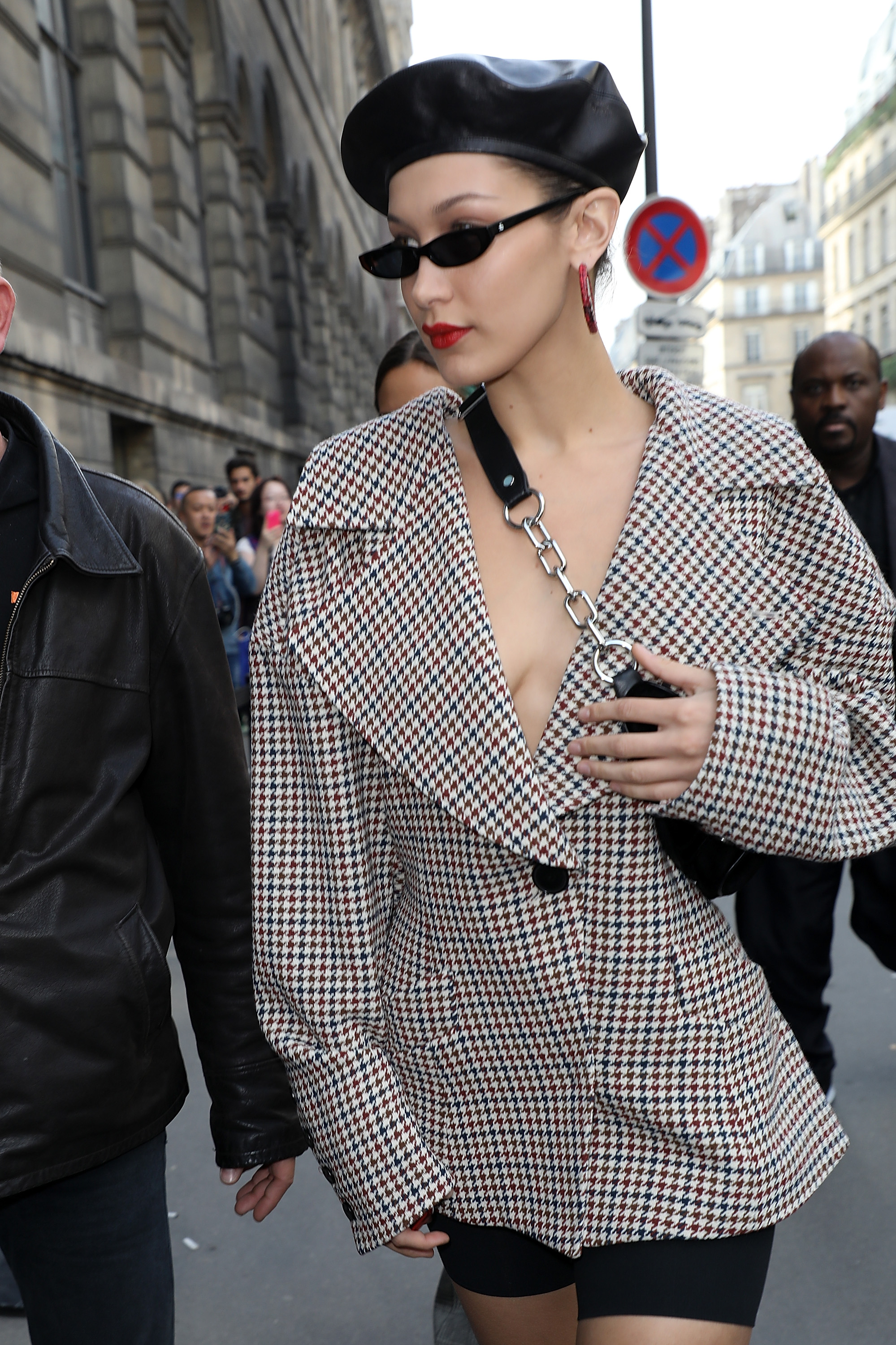 05dd1a2b9475 Bella Hadid Has  Clueless  Vibe With 90s Outfit In Paris