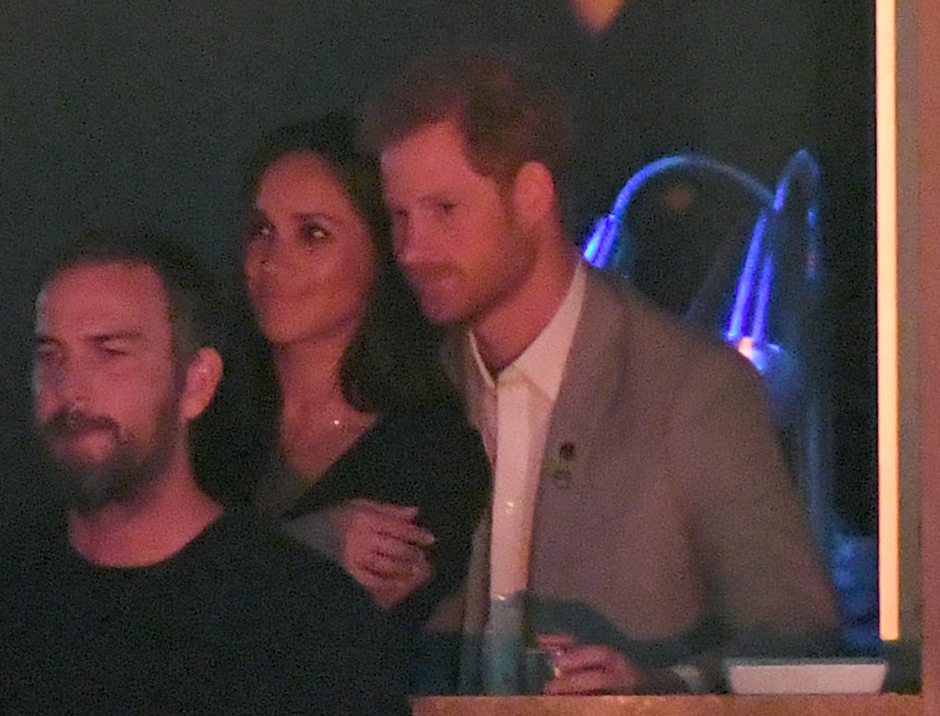 PDA-Meghan-Markle-And-Prince-Harry-Kiss-At-Invictus-Games
