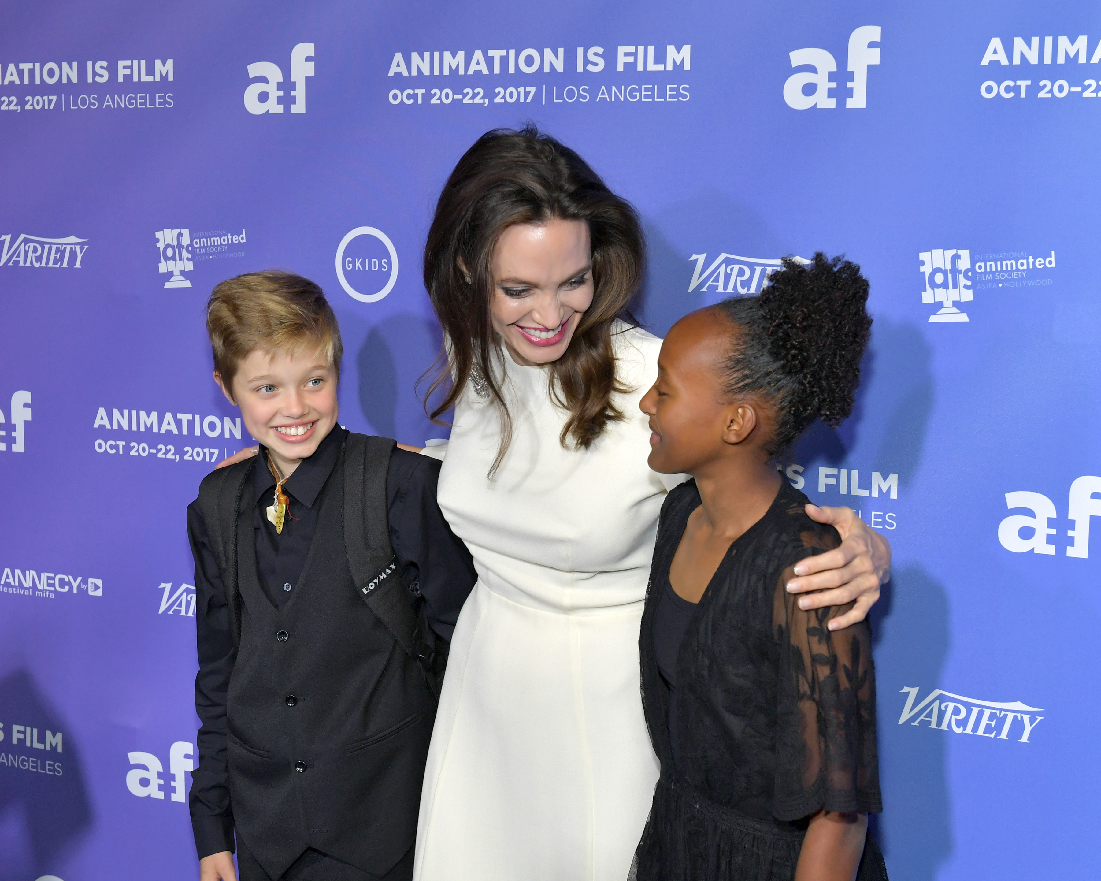 Angelina-Jolie-Is-All-Smiles-On-The-Red-Carpet-With-Daughters-Shiloh-Zahara