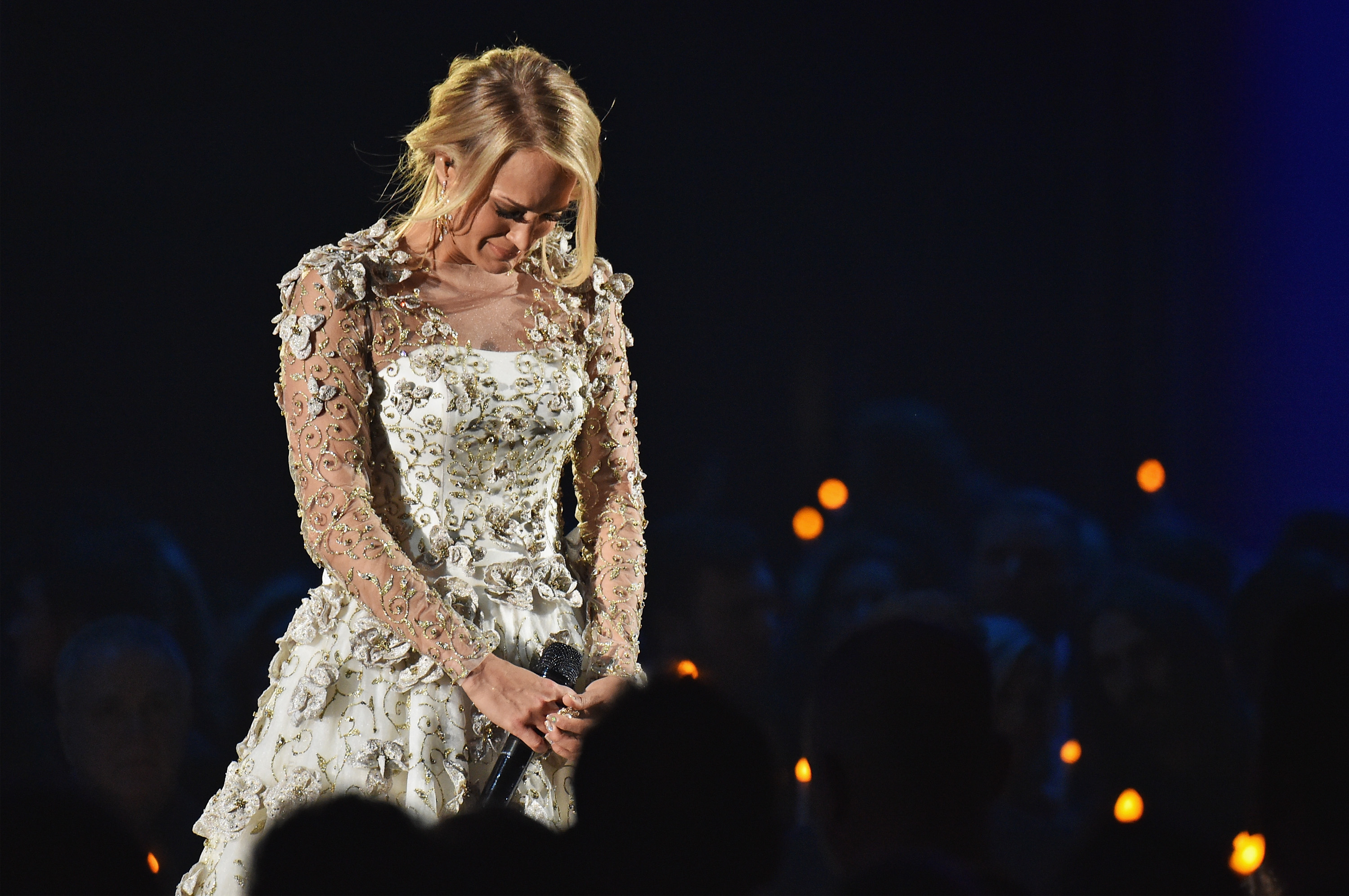 Carrie Underwood Performs Softly And Tenderly Jesus Is